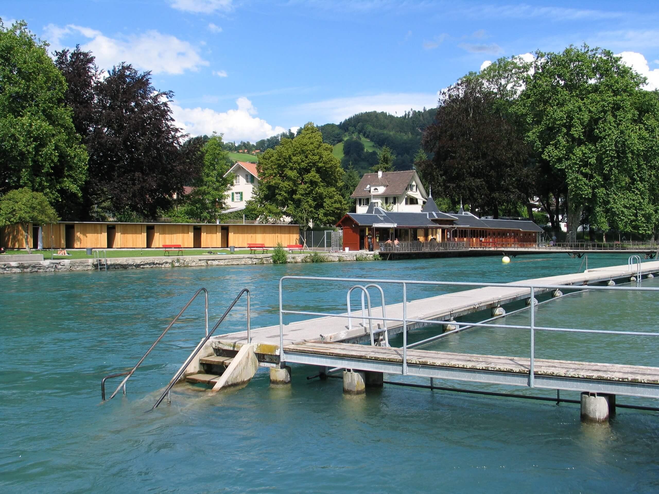 thun-schwaebis-flussbad-sommer-aare-erfrischung