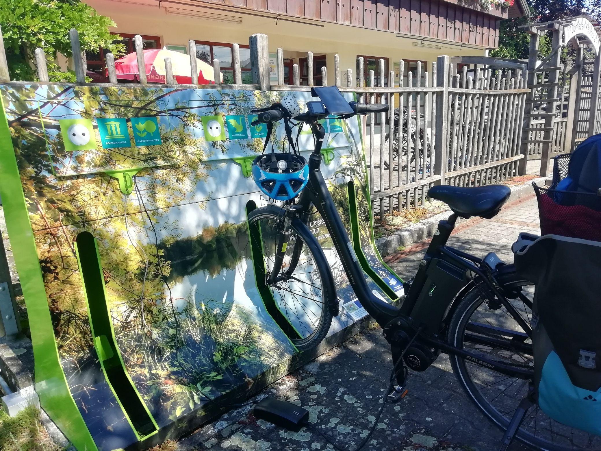 E-Bike-Ladestation am Dorfladen in Kellmünz