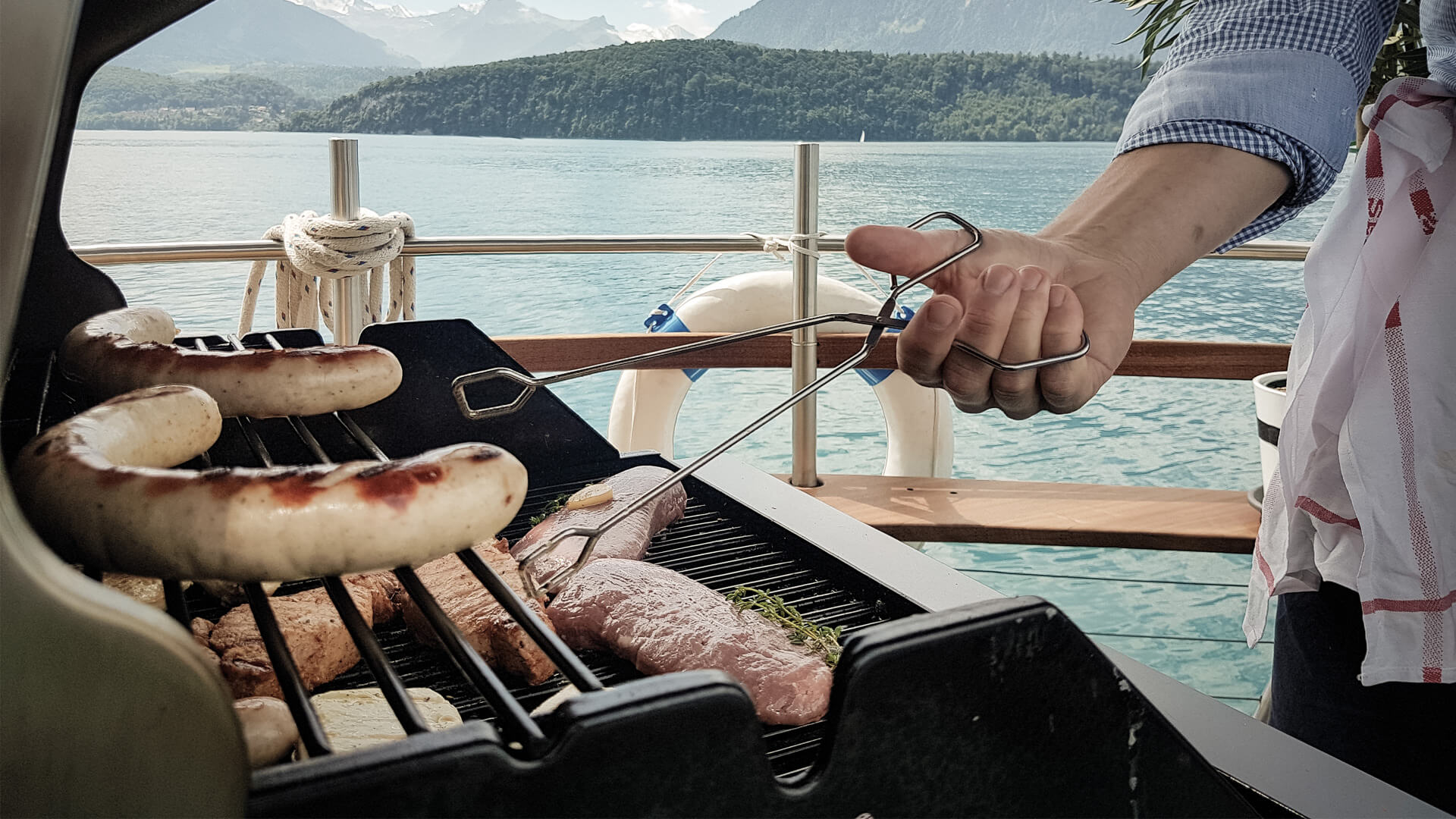 thun-solarschiff-sommer-thunersee-grill-picknick-gruppe