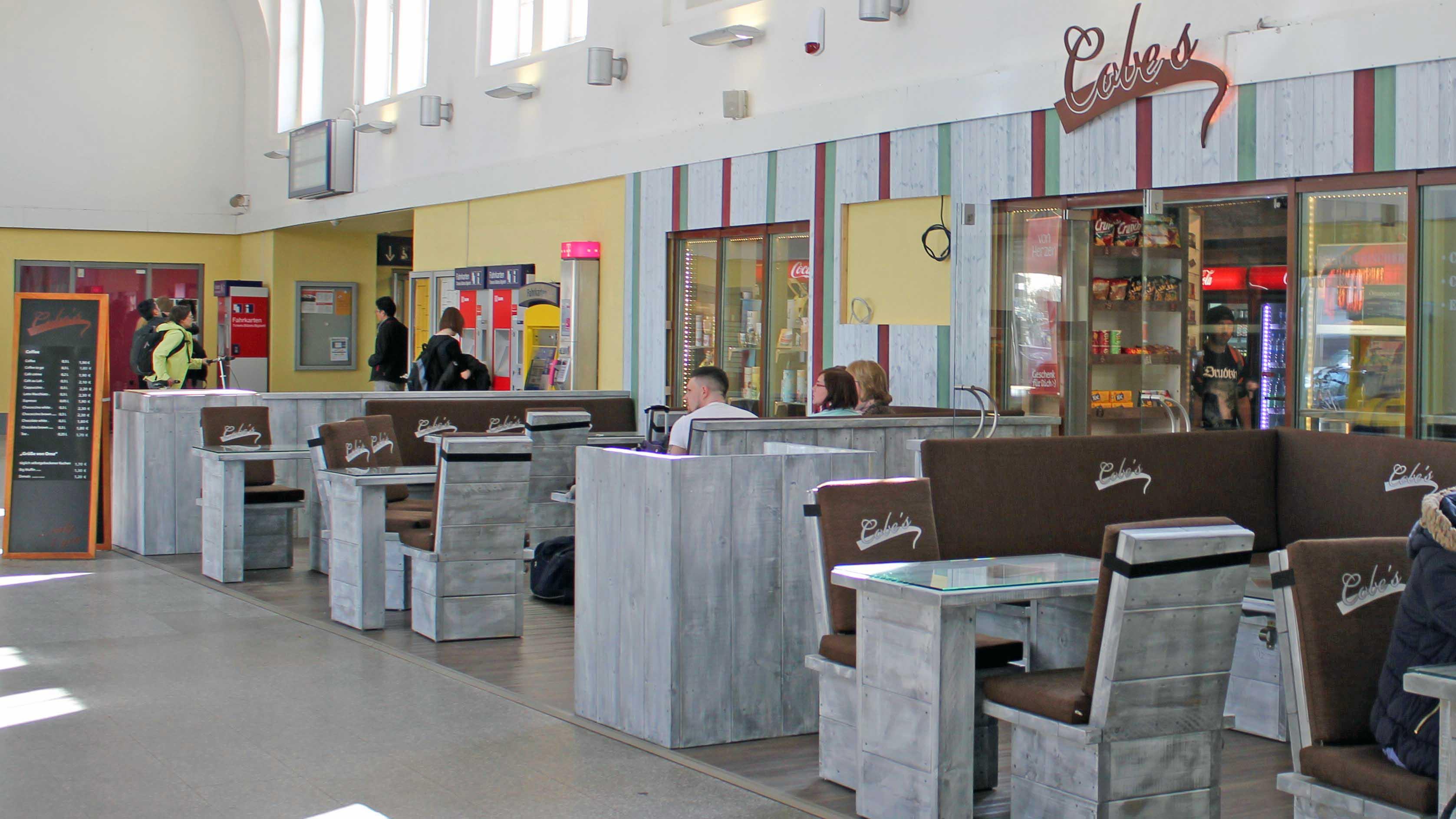 Celler Bahnhof, Café