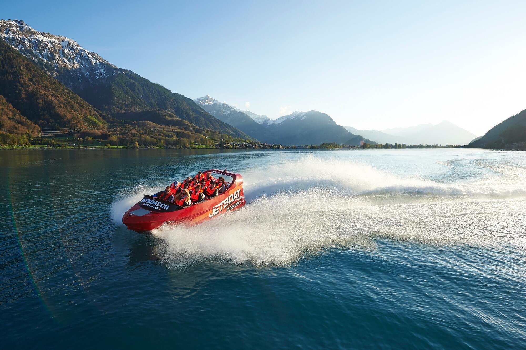jetboat-fruehling-turn-brienzersee-wasseraktivitaeten