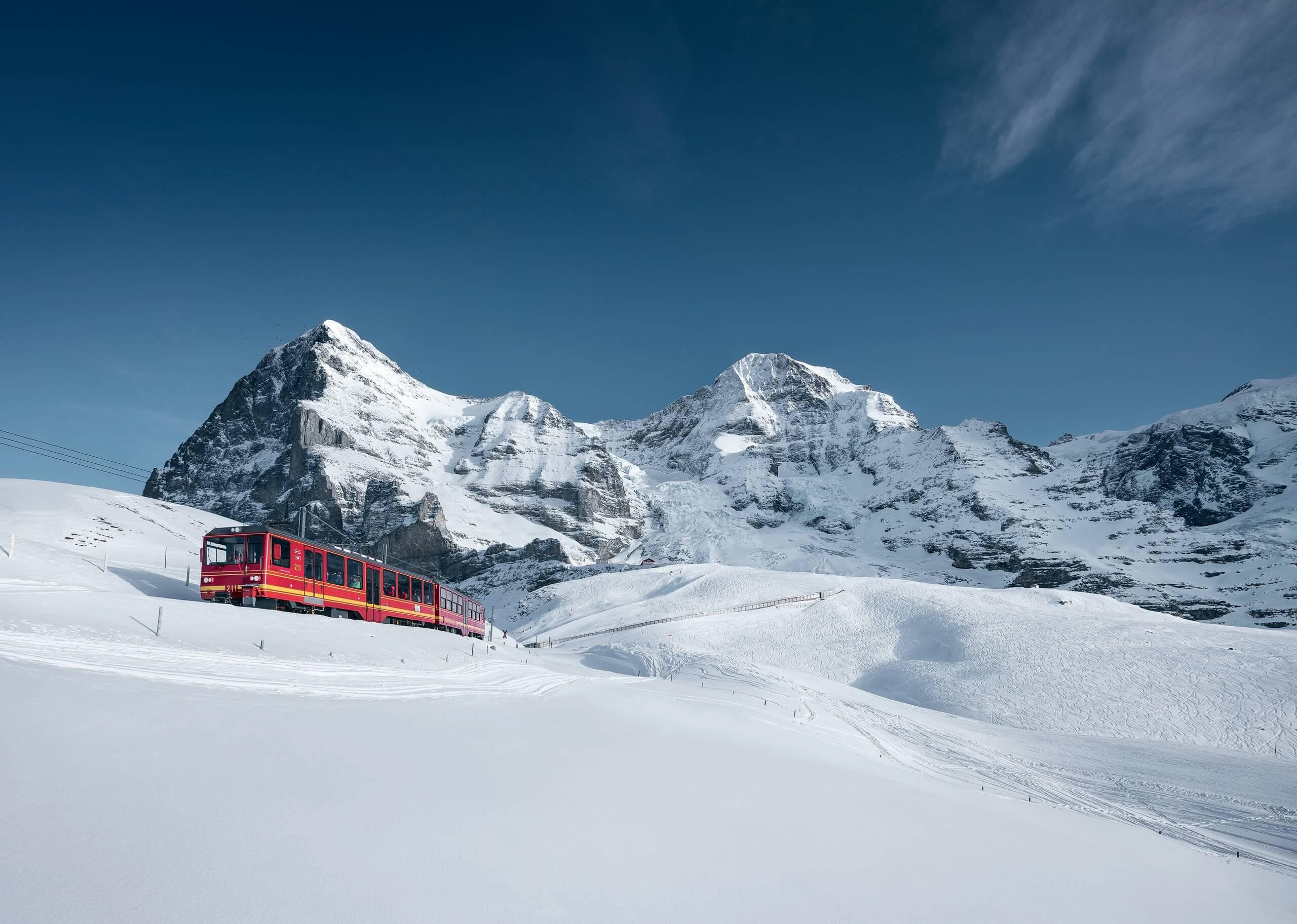 jungfraujoch-jungfraubahn-winter-berge-panorama