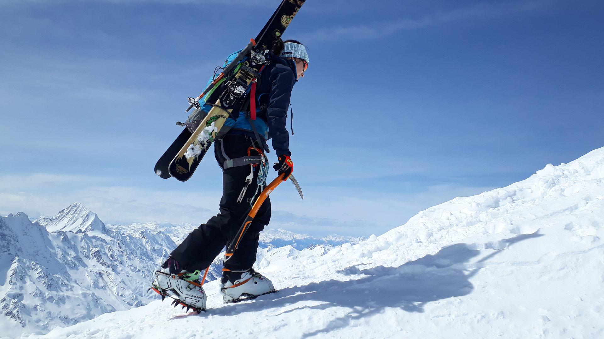 grindelwald-sports-tourenskifahrer-aufstieg-winter-steigeisen