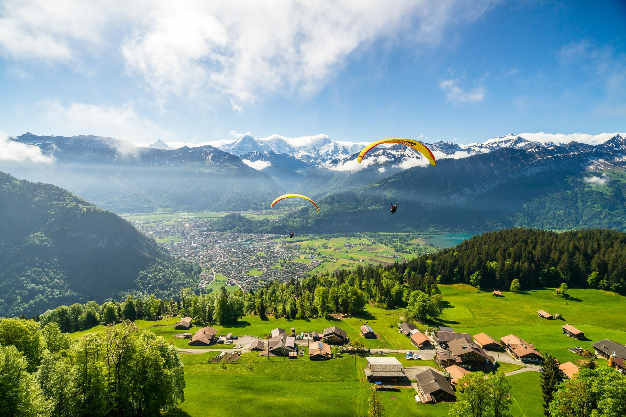 paragliding-interlaken-sommer-beatenberg-sonnenschein