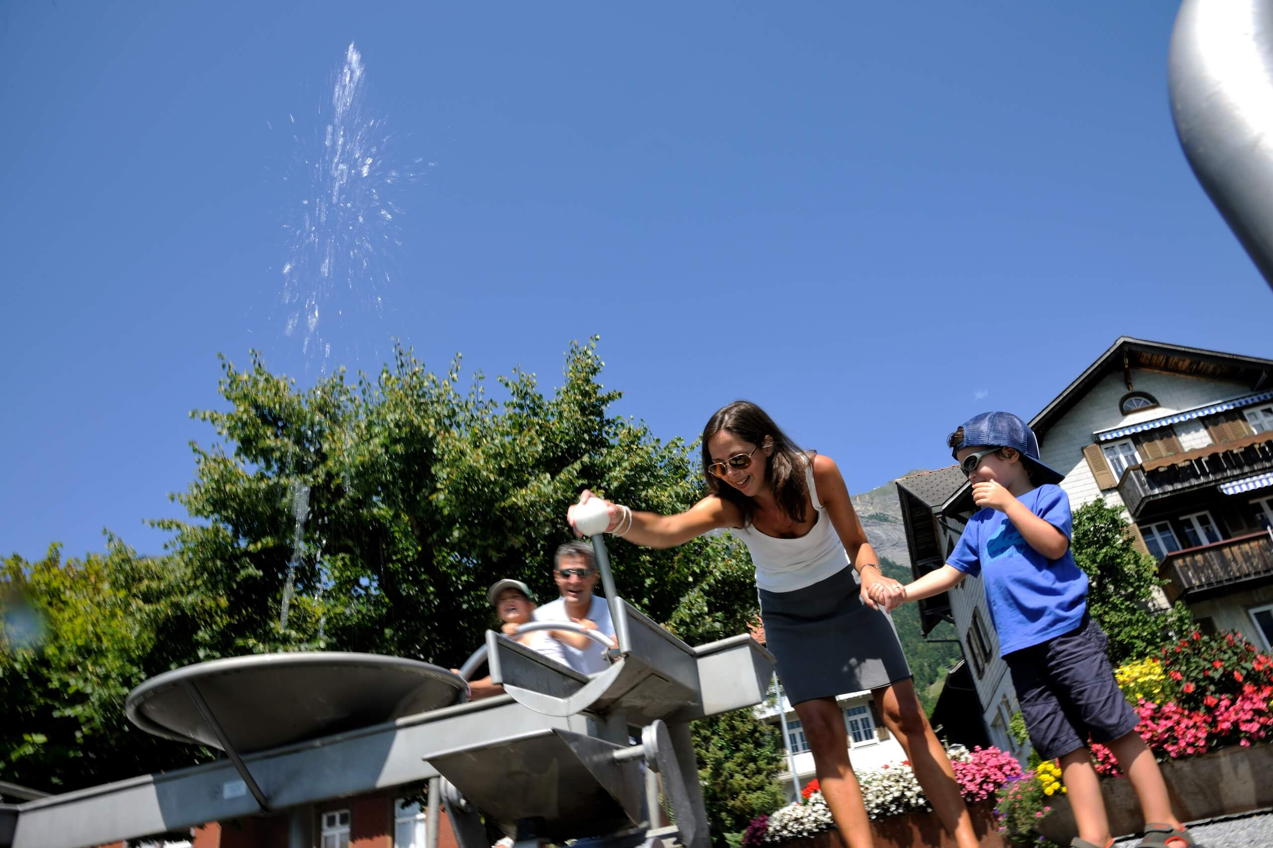 brienz-wasserspiel-sommer-kinder-familie
