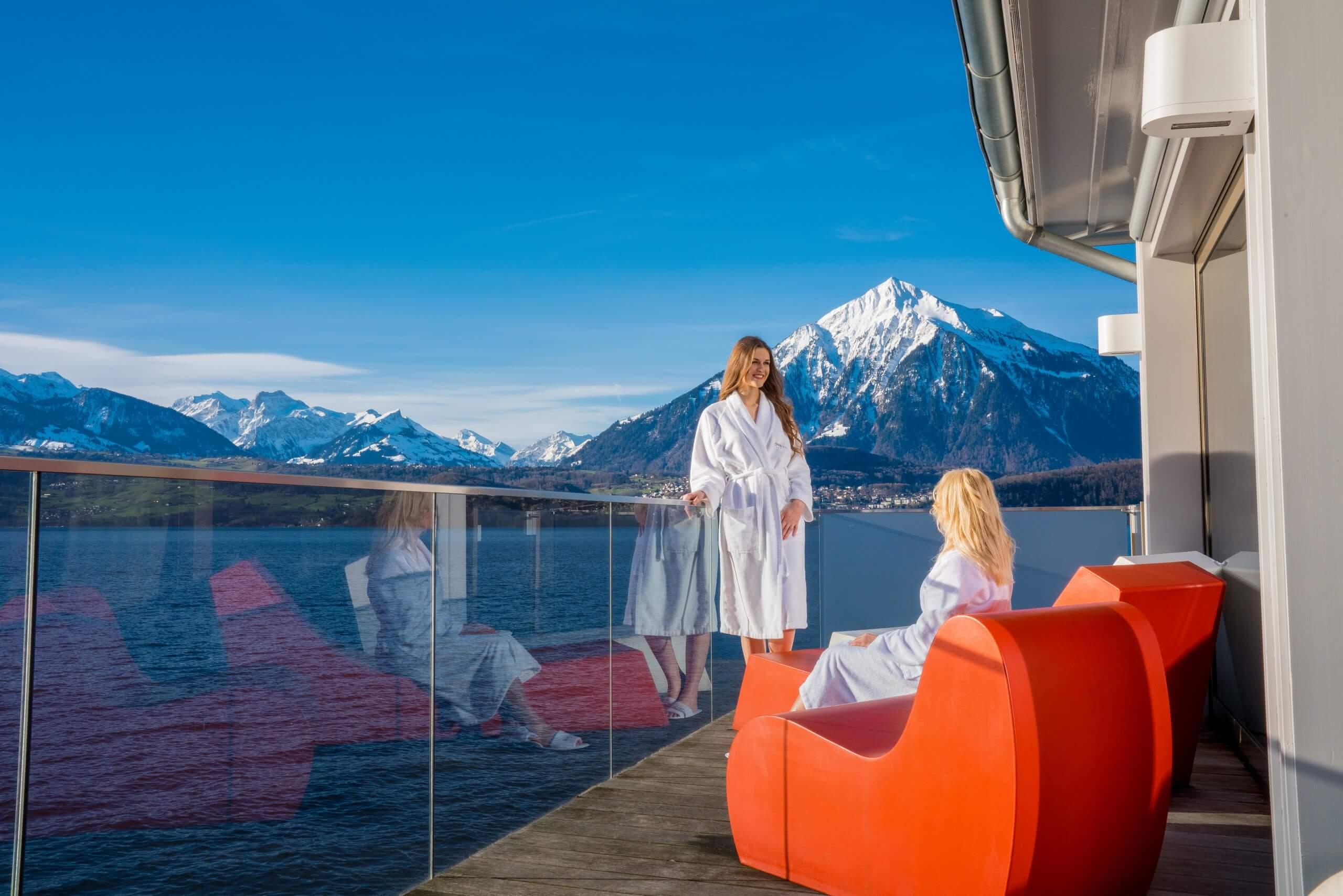 parkhotel-gunten-wellness-winter-bootshaus-niesen-thunersee