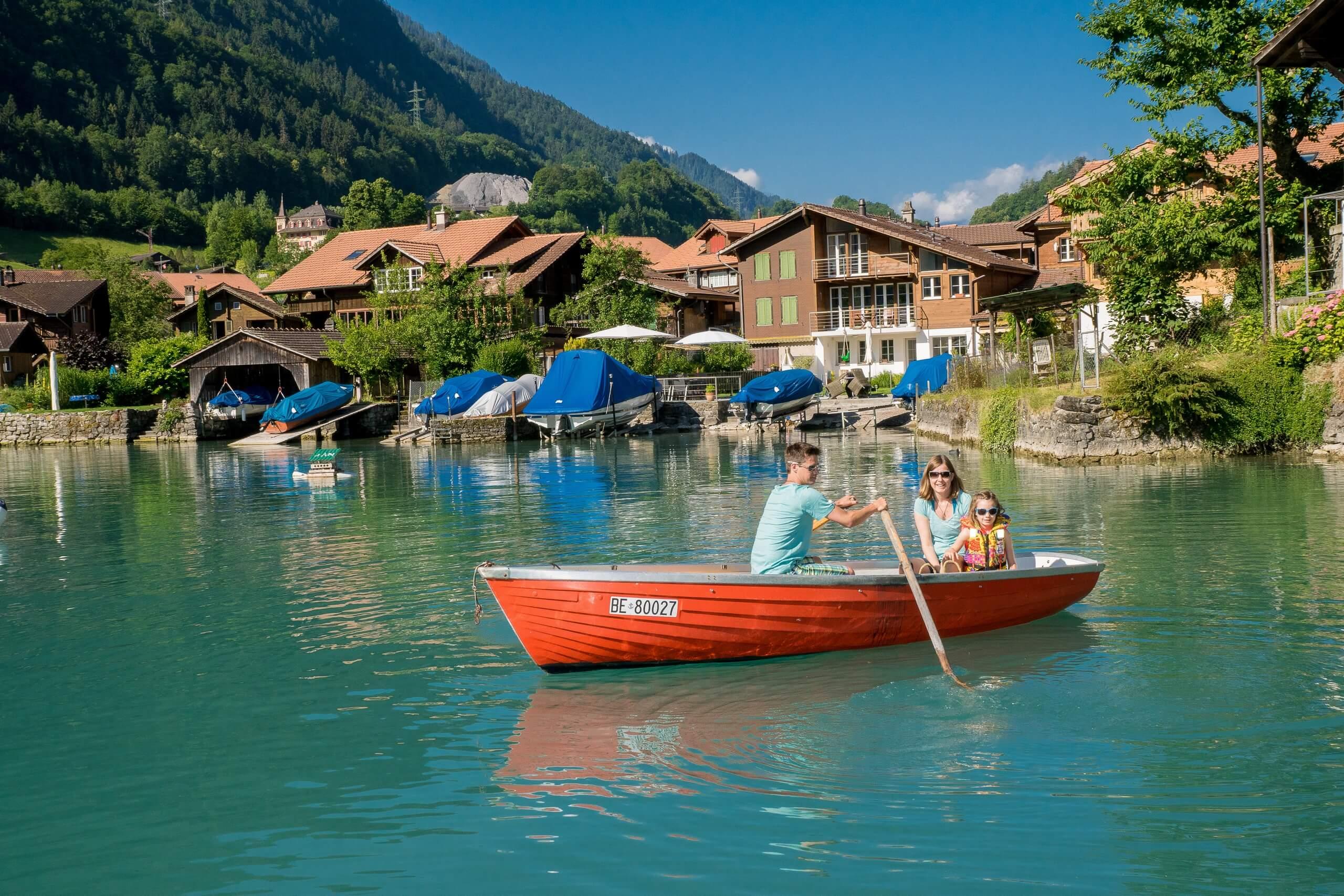 iseltwald-bootsvermietung-abegglen-werft-ruderboot-sommer