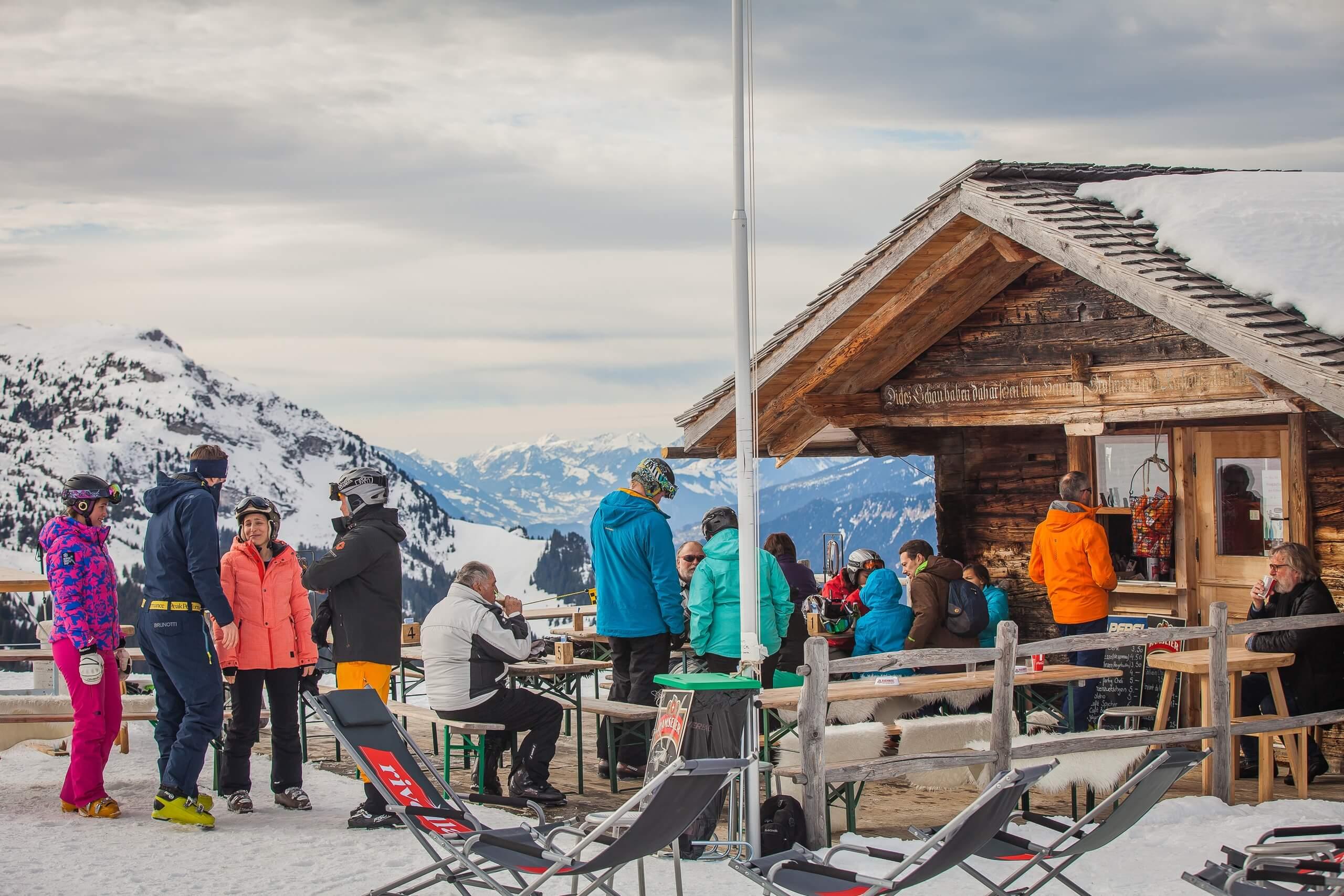 axalp-skigebiet-skihuette-winter-winteraktivitaet