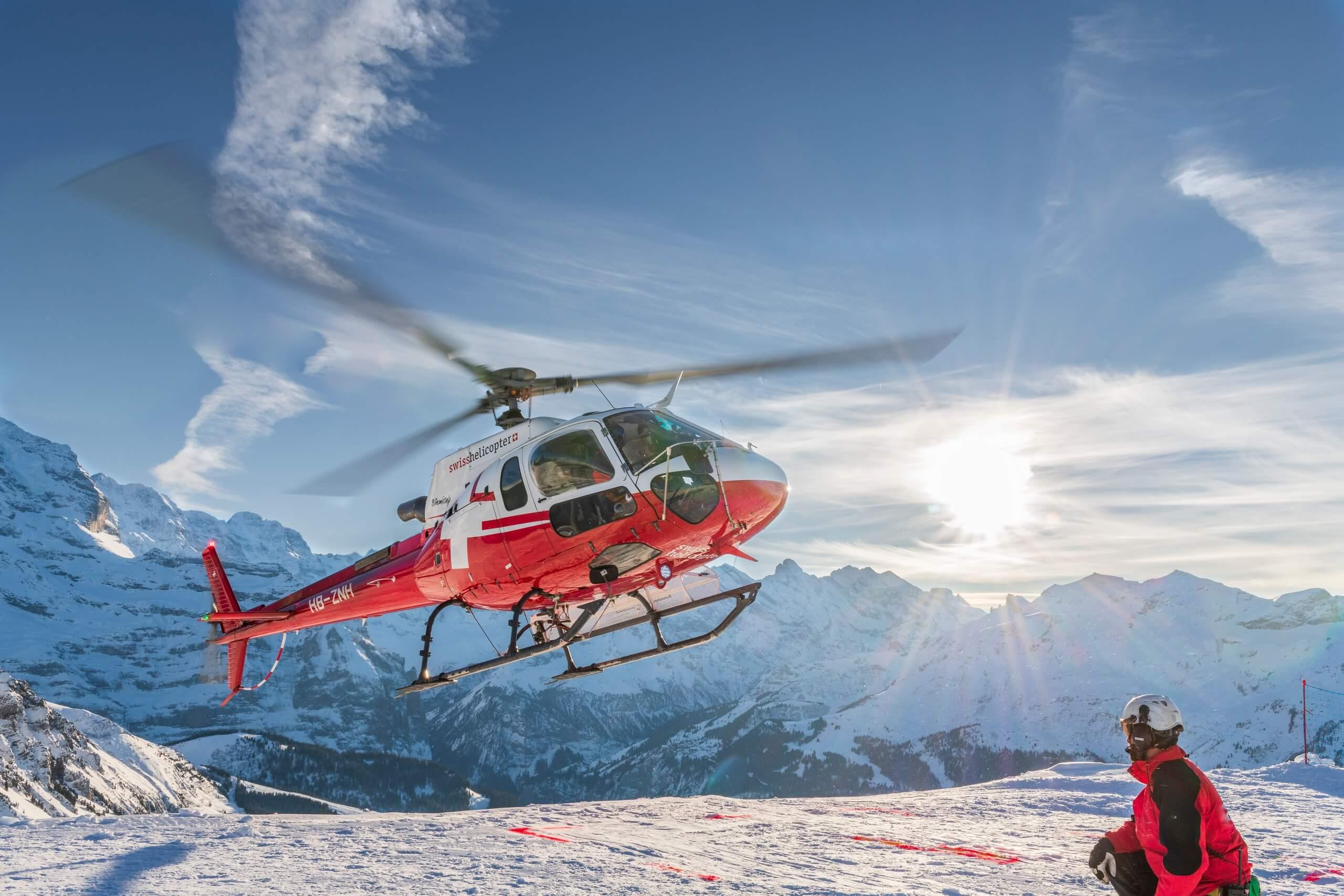 swiss-helicopter-abflug-rundfahrt-winter-berge
