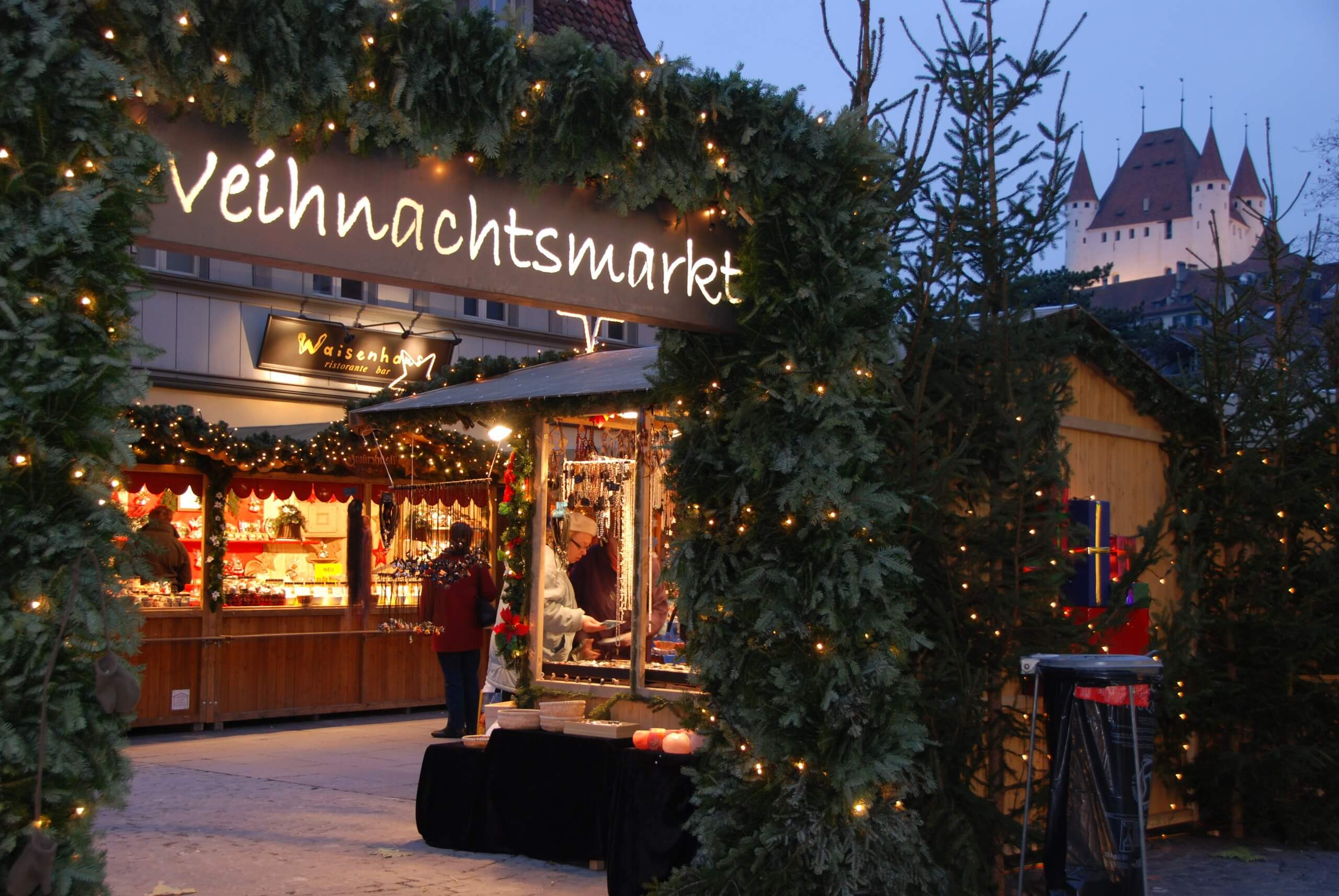 thun-waisenhausplatz-winter-weihnachtsmarkt-schloss