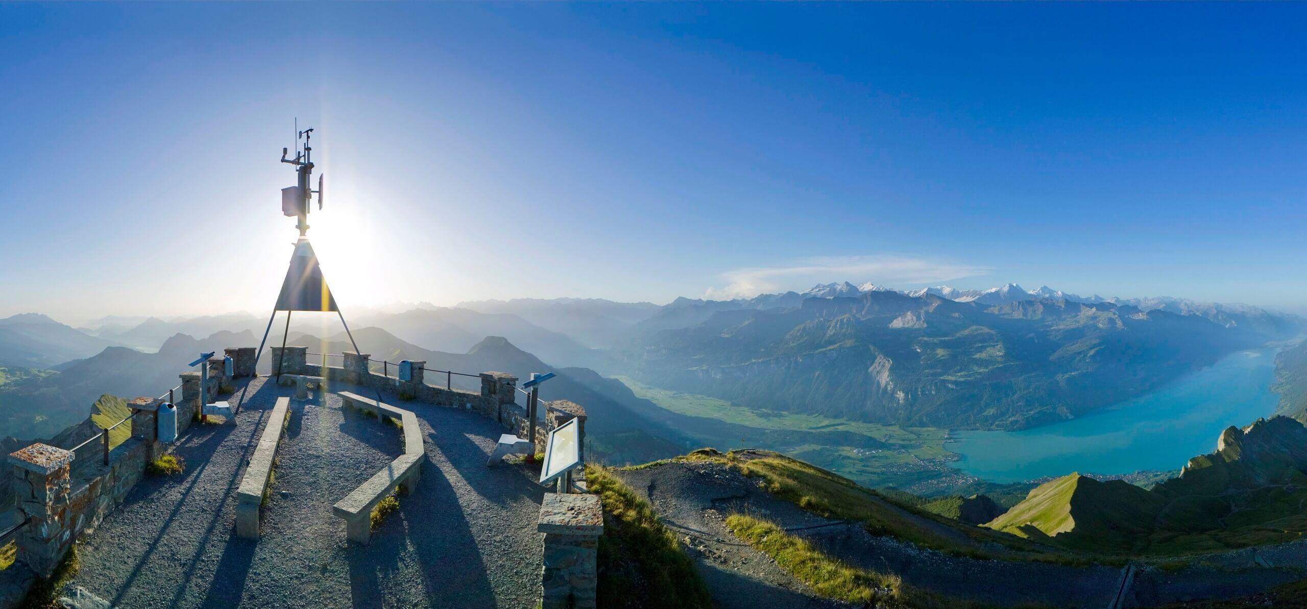 brienzer-rothorn-kulm-sommer-aussicht-plattform-panorama-brienzersee