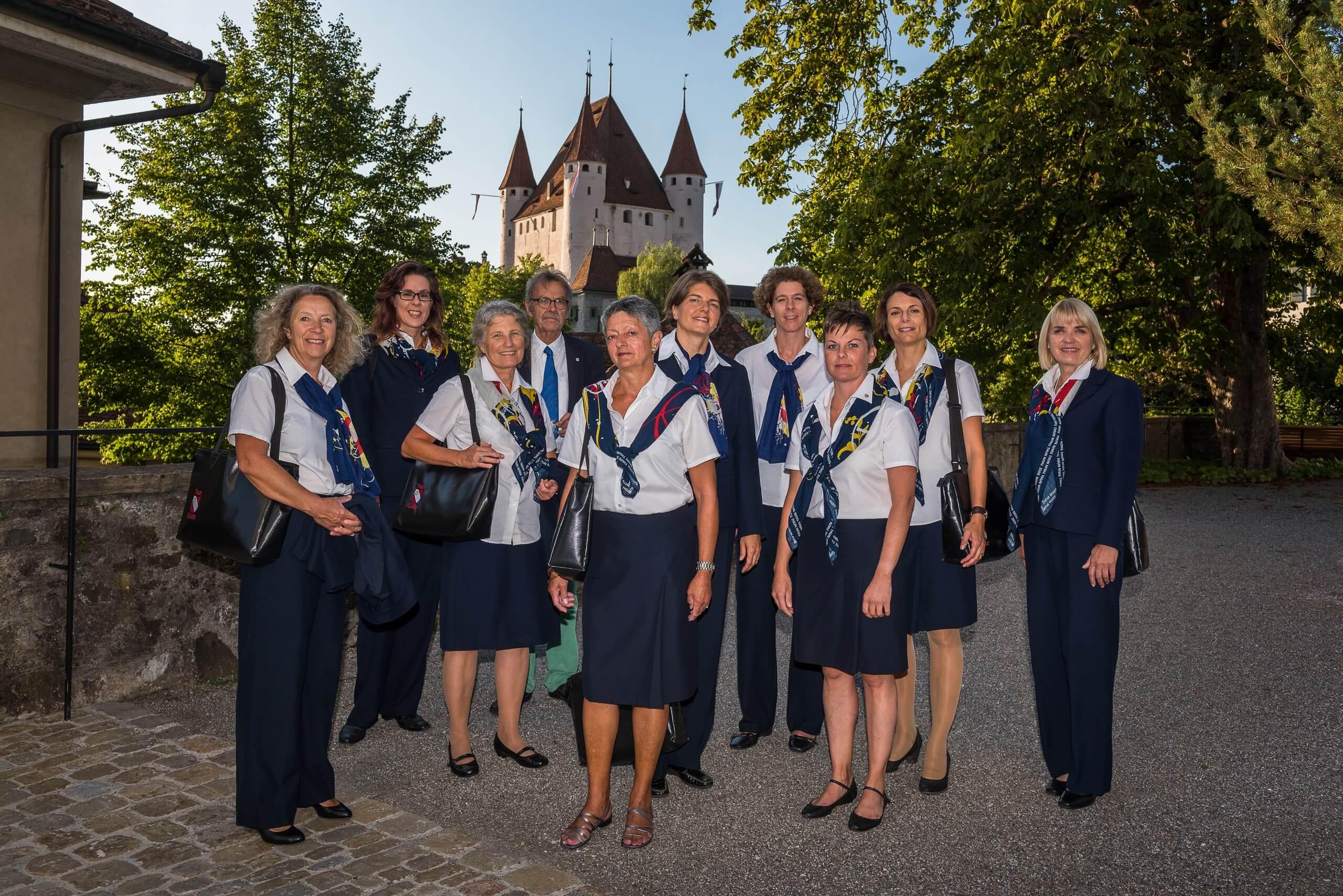thun-stadtfuehrungen-sommer-schlossberg-teamfoto-schlossfuehrung