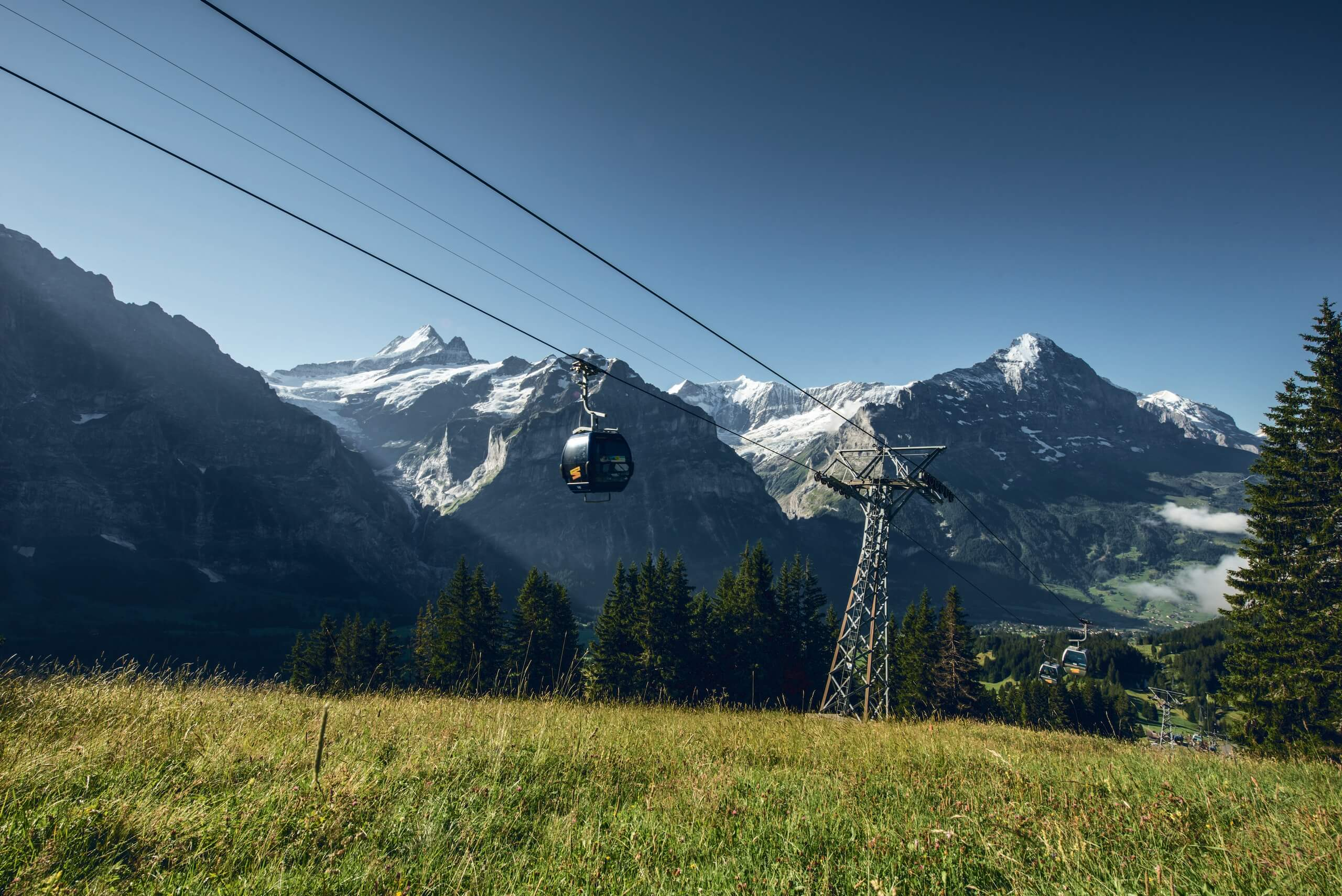 first-firstbahn-berge-sommer-panorama