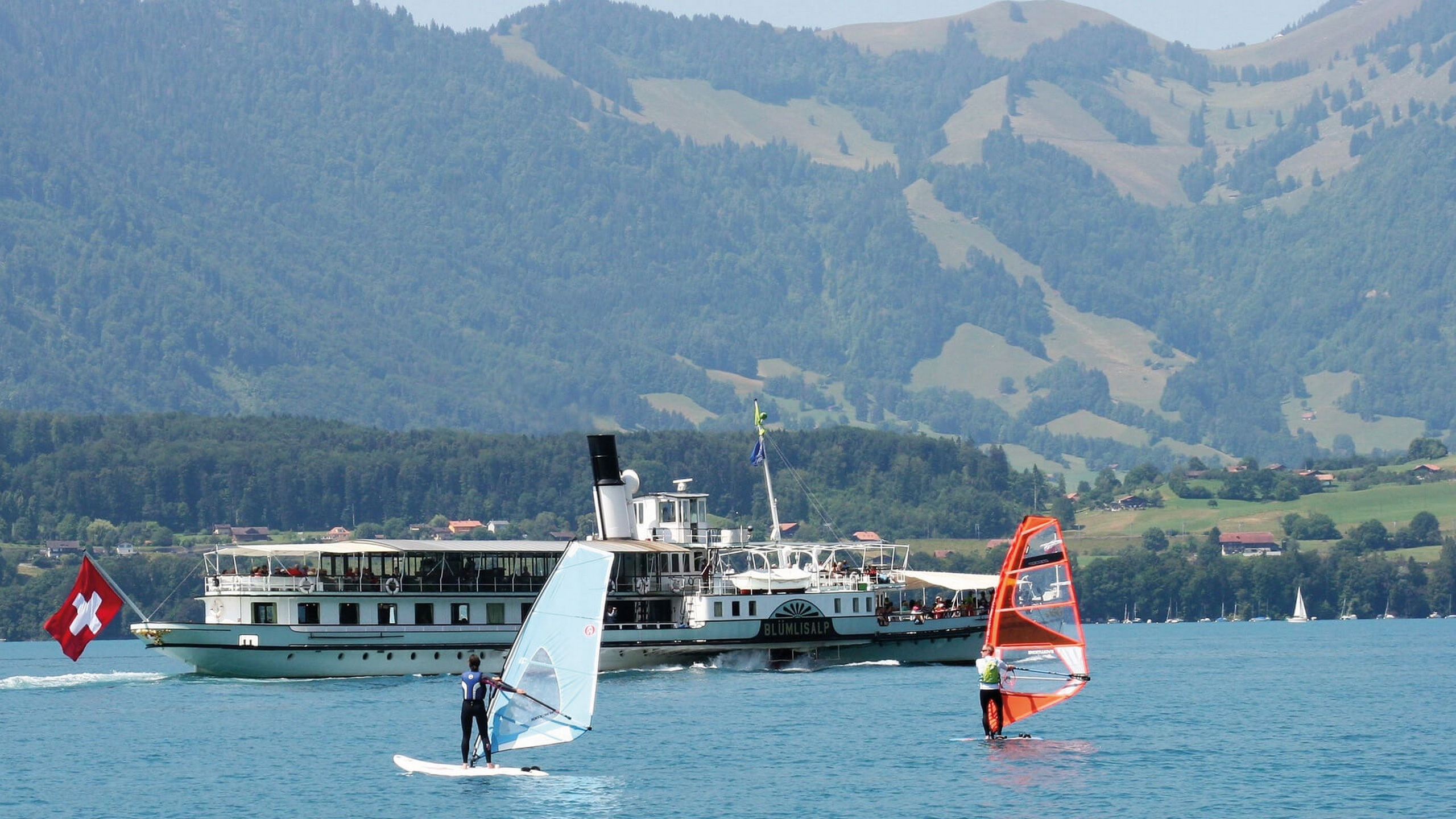 windsurfen-badhuus-gunten-am-thunersee-sommer-wassersport