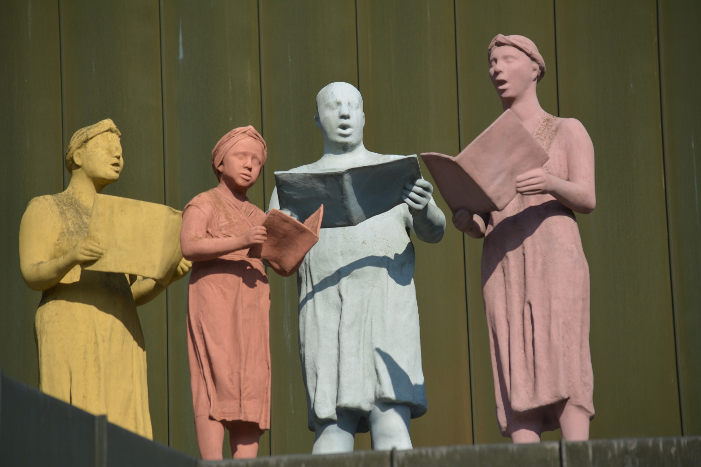 Sänger-Skulptur