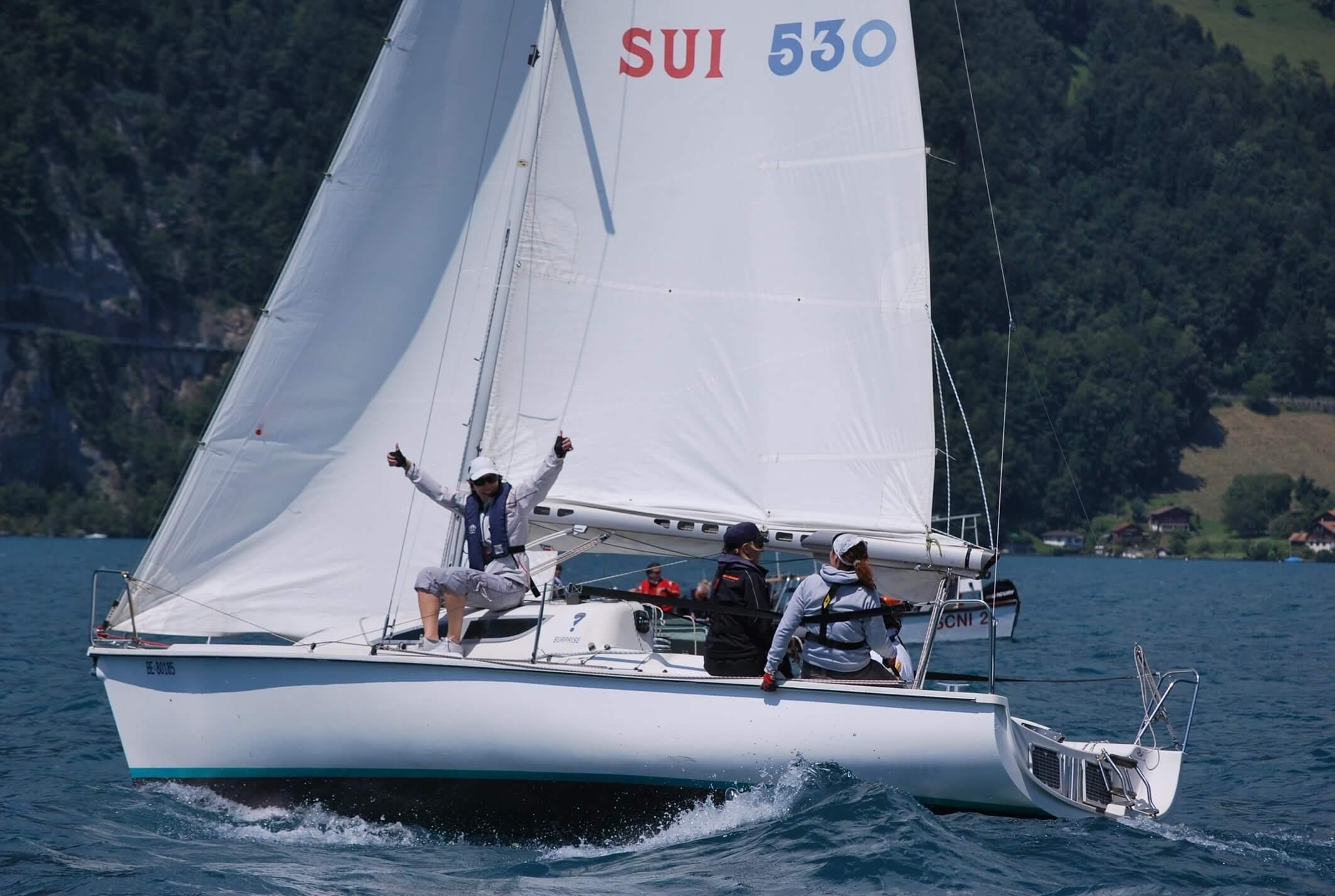 interlaken-segelschule-neuhaus-segelschiff-sommer-segeln