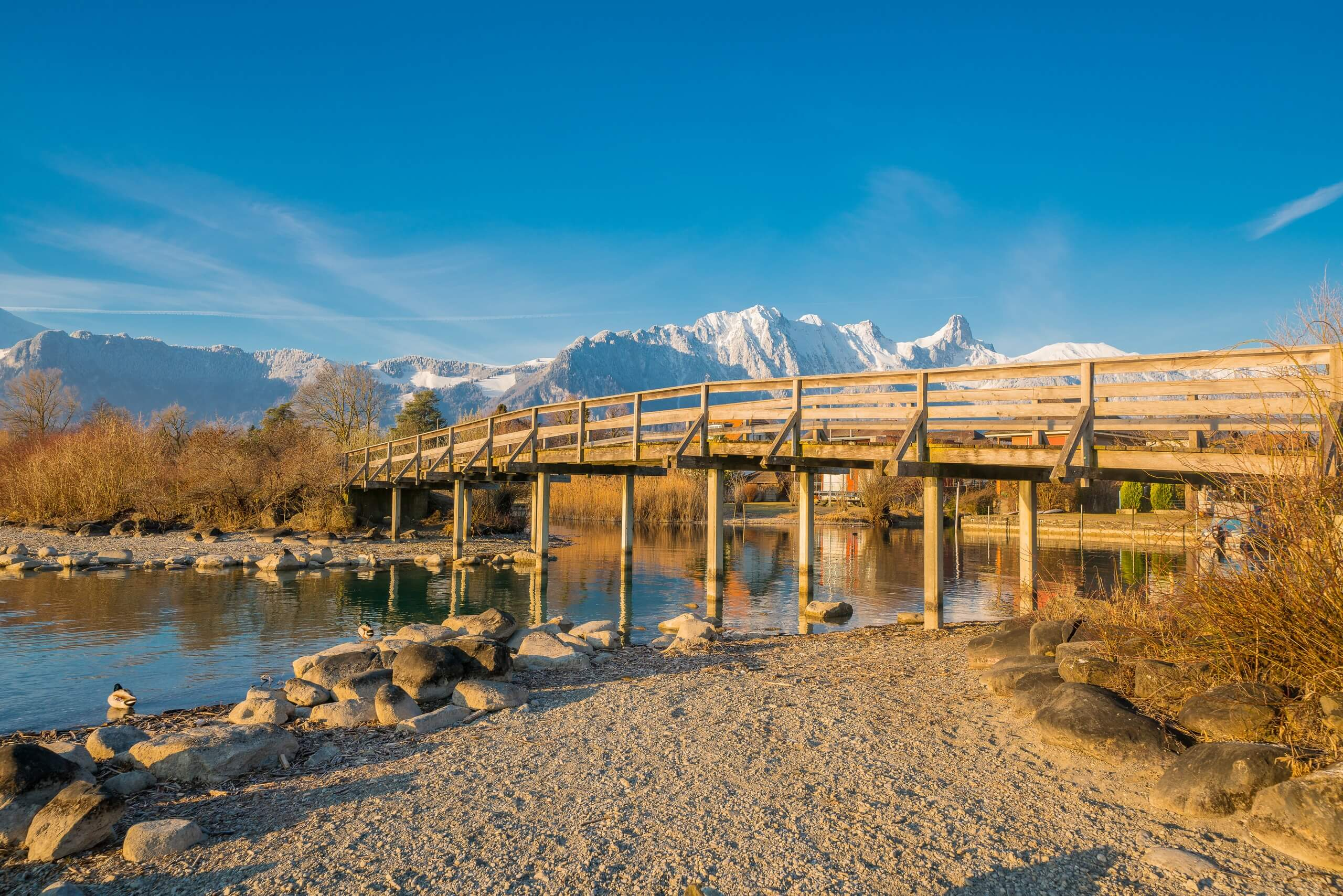 thun-bonstettenpark-winter-sand-bruecke-stockhorn-morgen-winteraktivitaeten