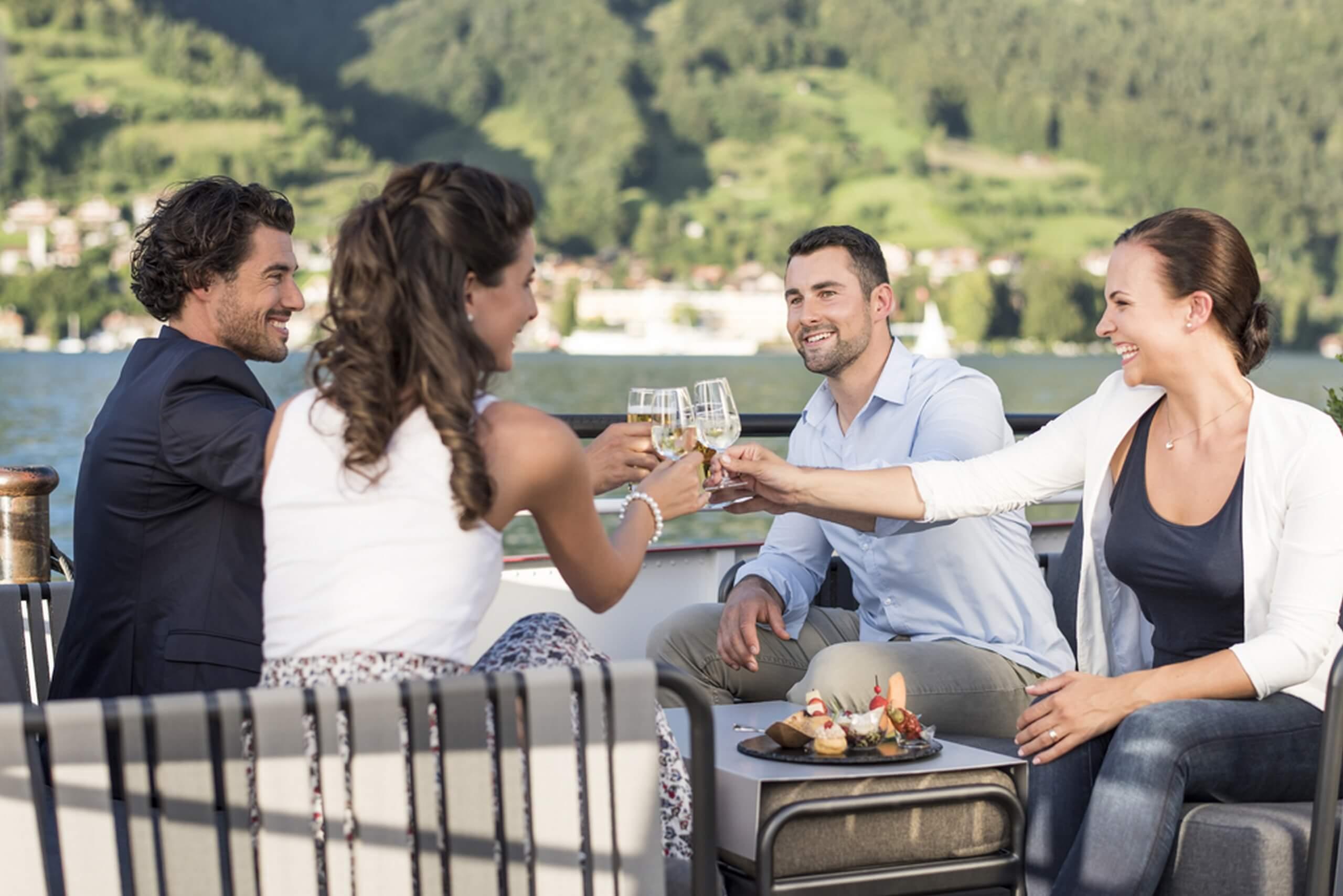 thunersee-bls-schifffahrt-essen-geselligkeit