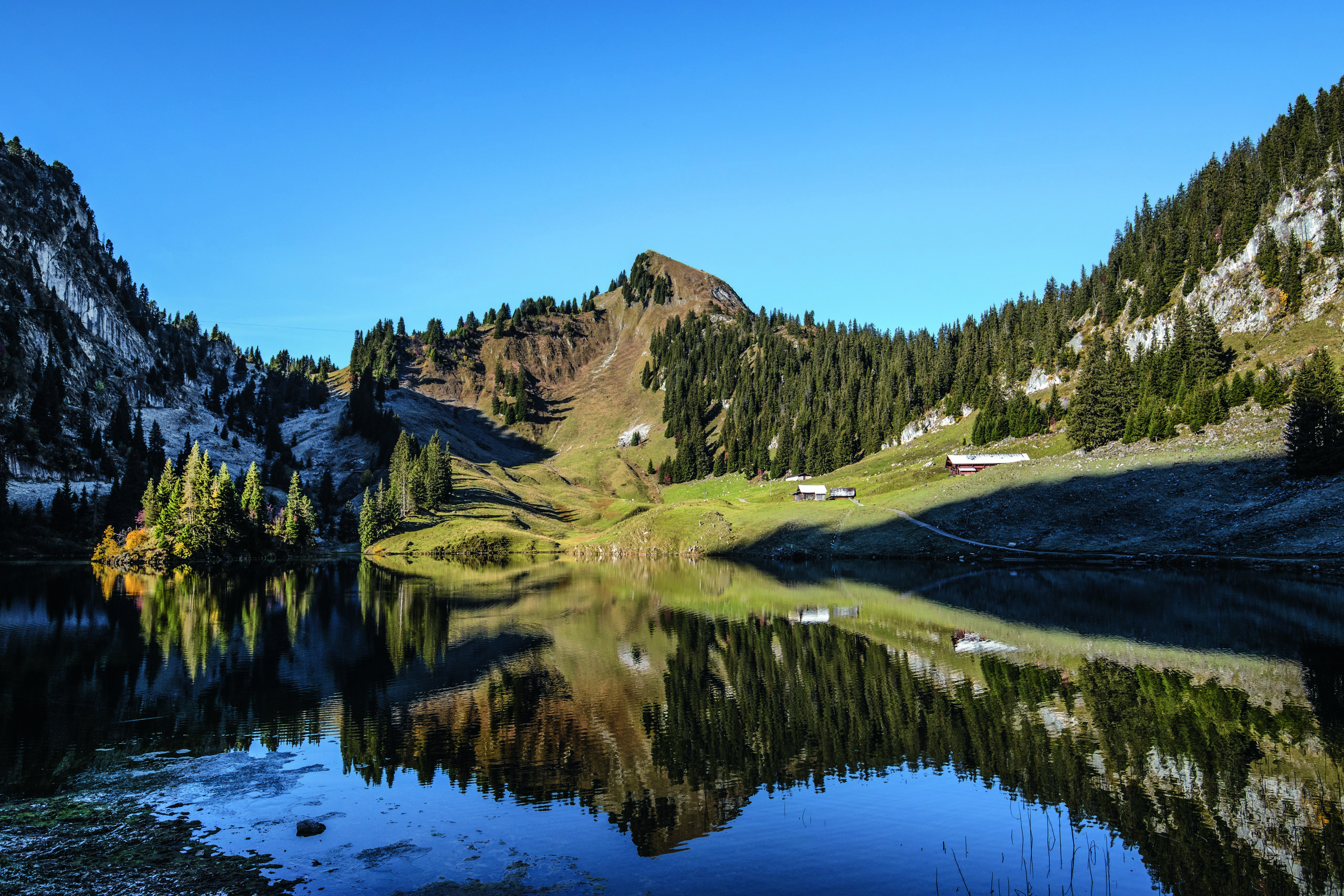 stockhorn-wandern-hinterstockensee-herbst-naturkulisse