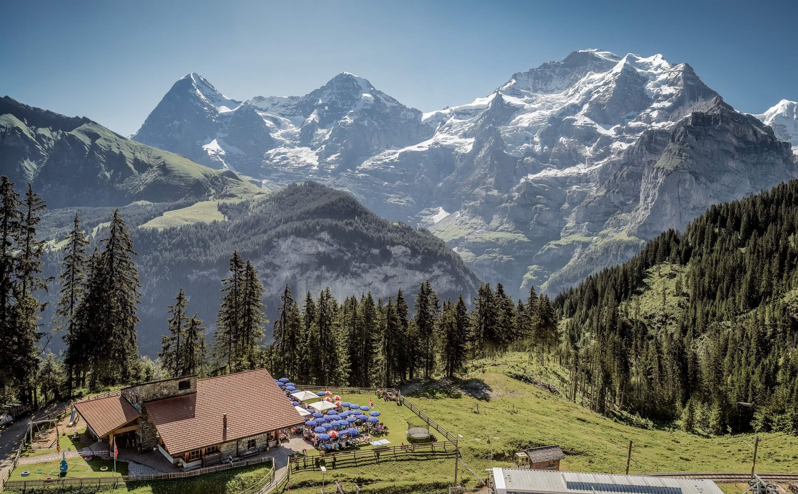 winteregg-restaurant-eiger-moench-jungfrau-sommer