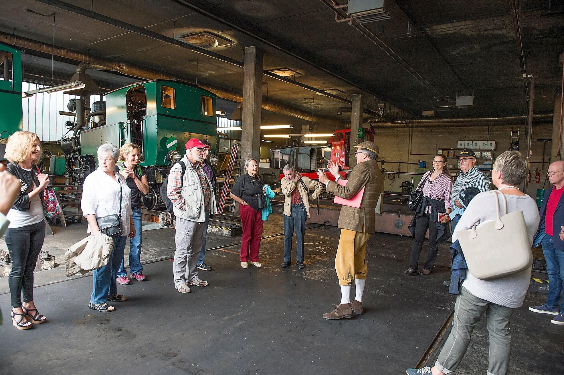brienz-depotbesichtigung-brienz-rothorn-bahn-besucher