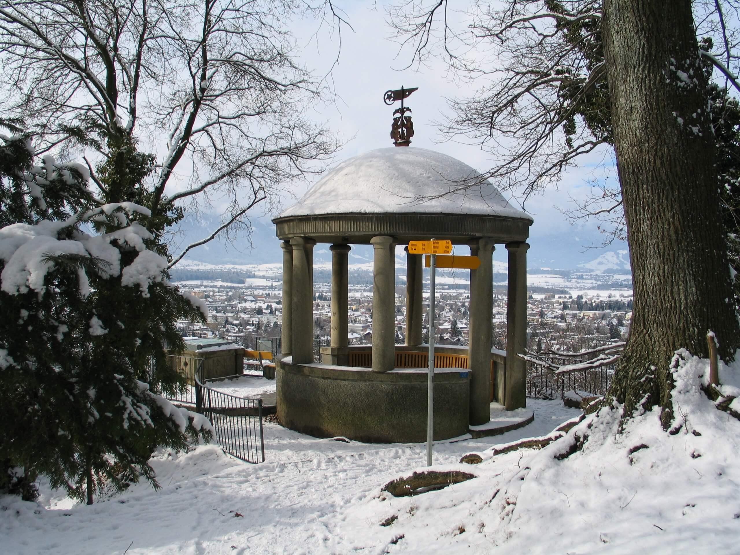 thun-jakobshuebeli-aussichtsplattform-winter-schnee