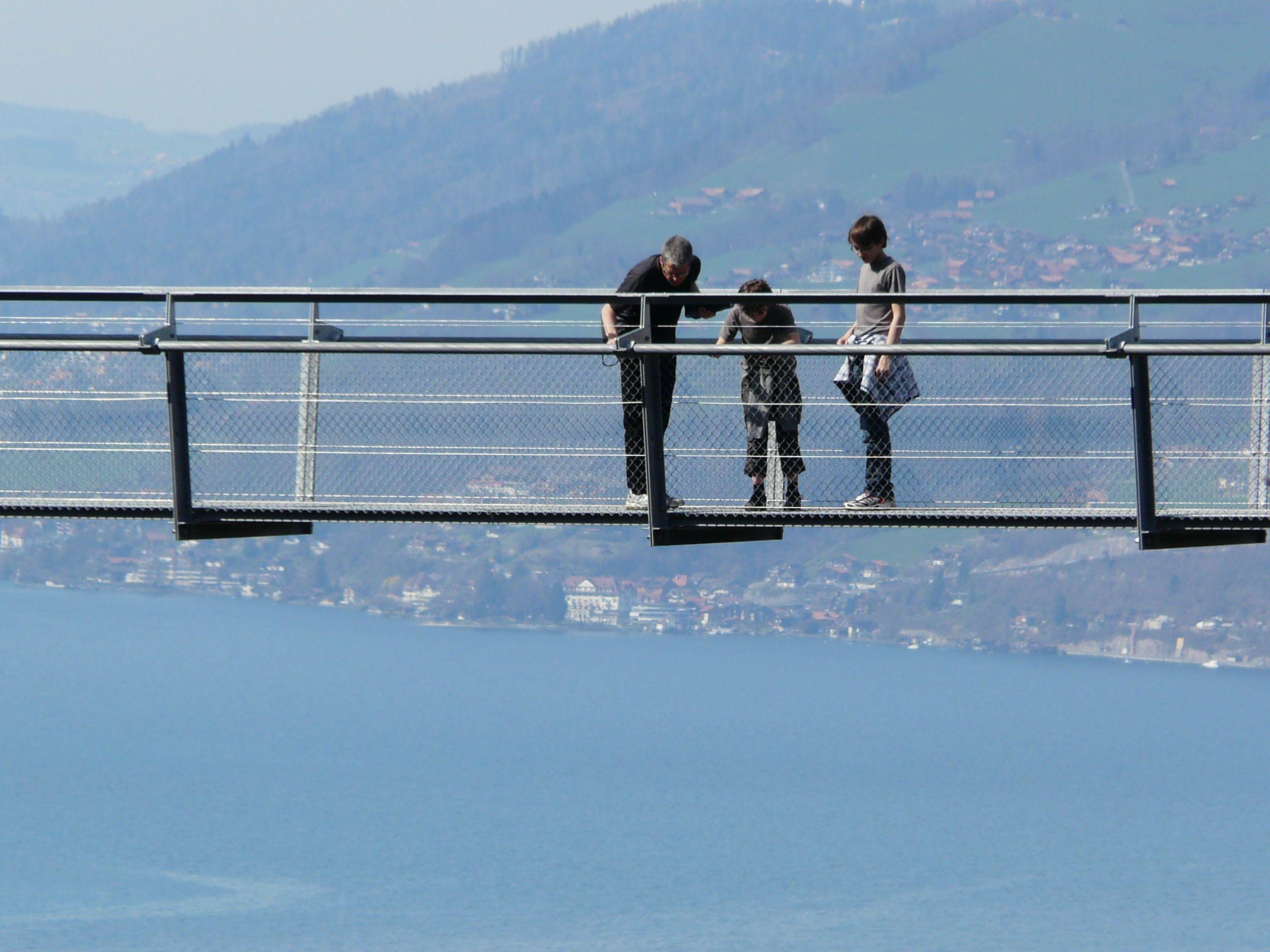 leissigen-panoramabruecke-aussicht-herbst-thunersee