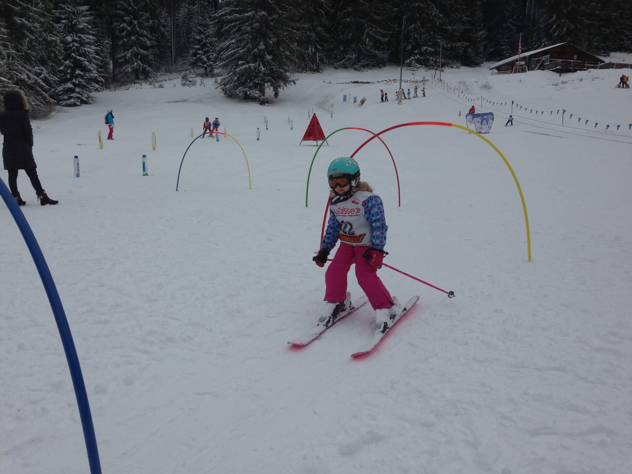 beatenberg-skischule-bogen-fahren-winter-kind