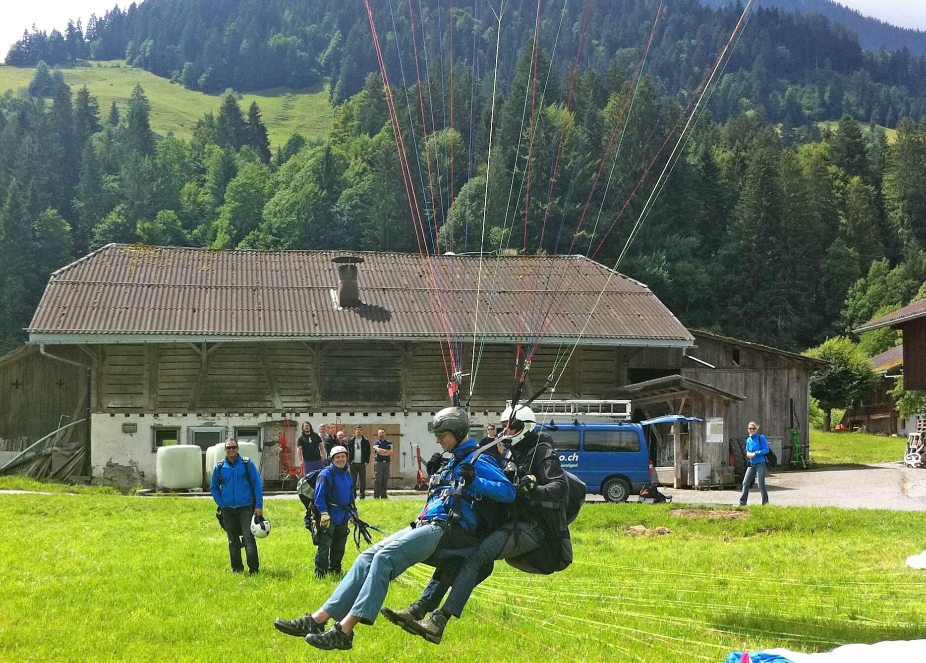 flugschule-diemtigtal-landung-sommer-paragliding