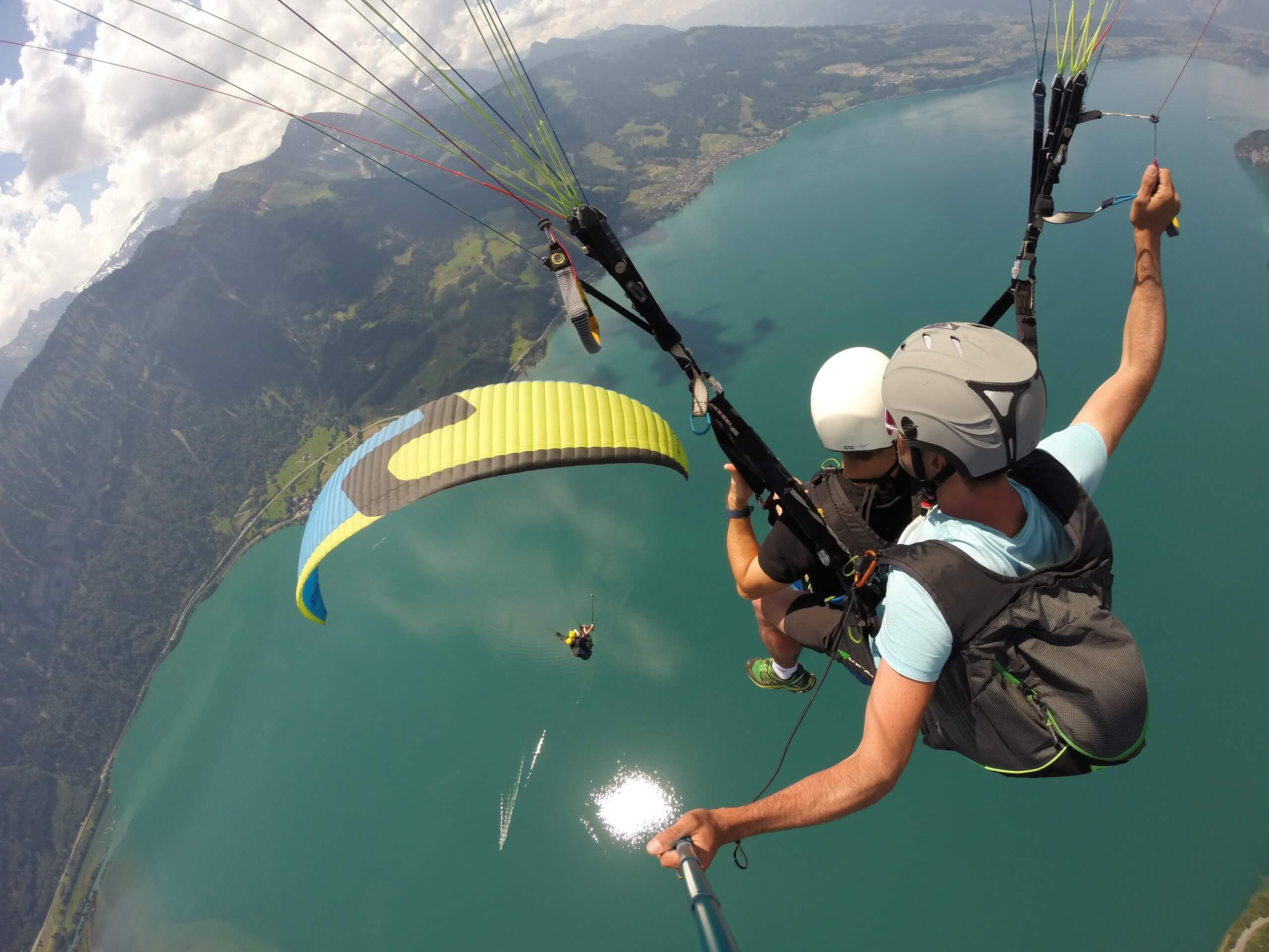 interlaken-twin-paragliding-seen-panorama