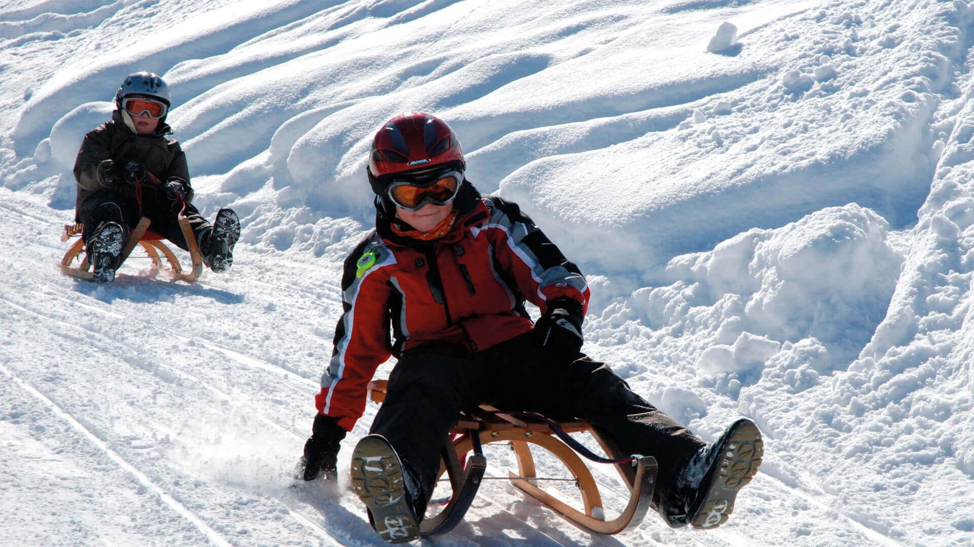wiriehorn-schlitteln-kinder-spass-schnee-winterlandschaft