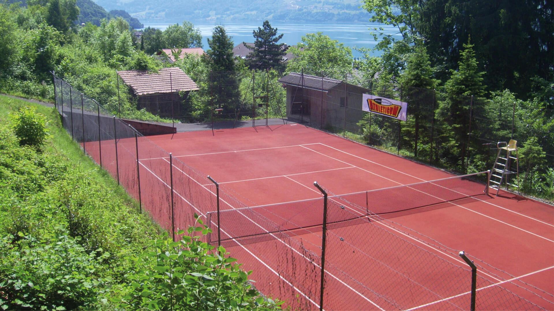 merligen-sommer-tennisplatz
