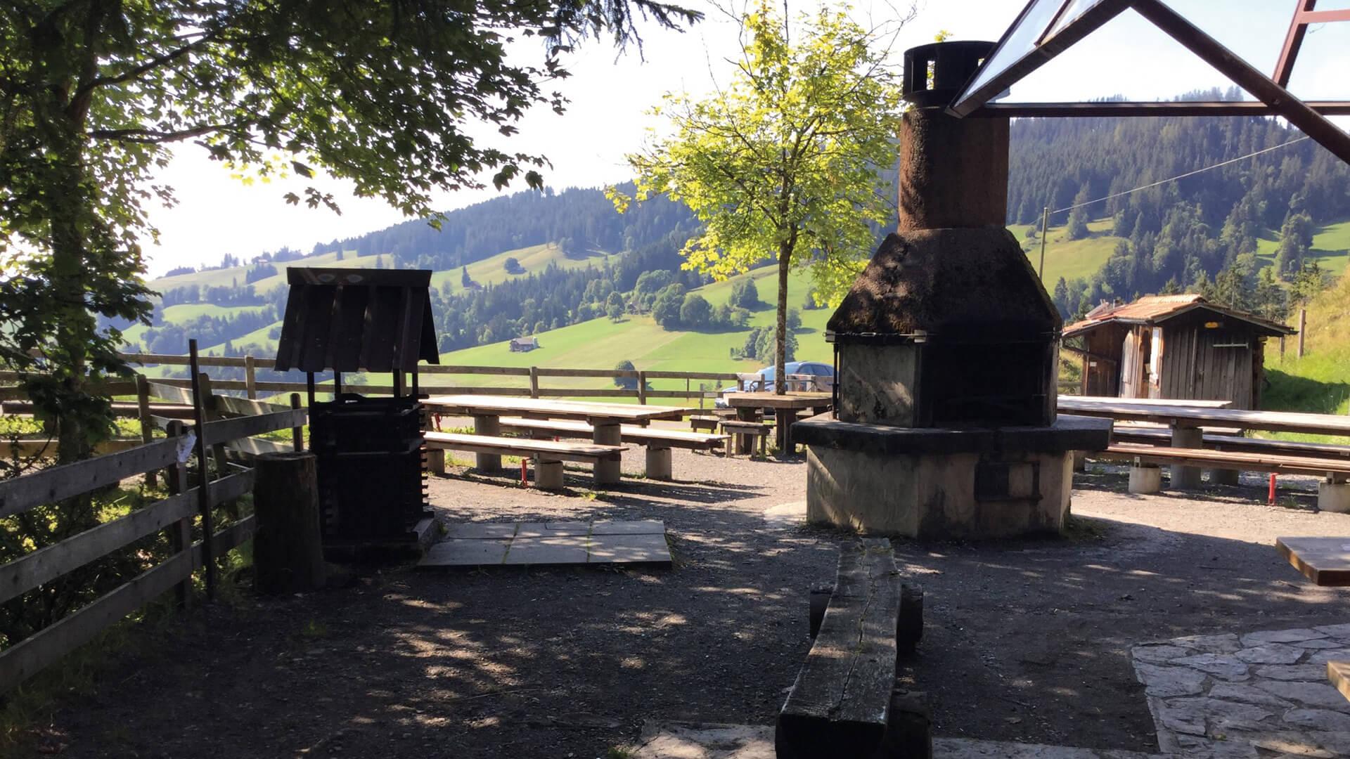 schwanden-grillplatz-stampf-sommer-ansicht