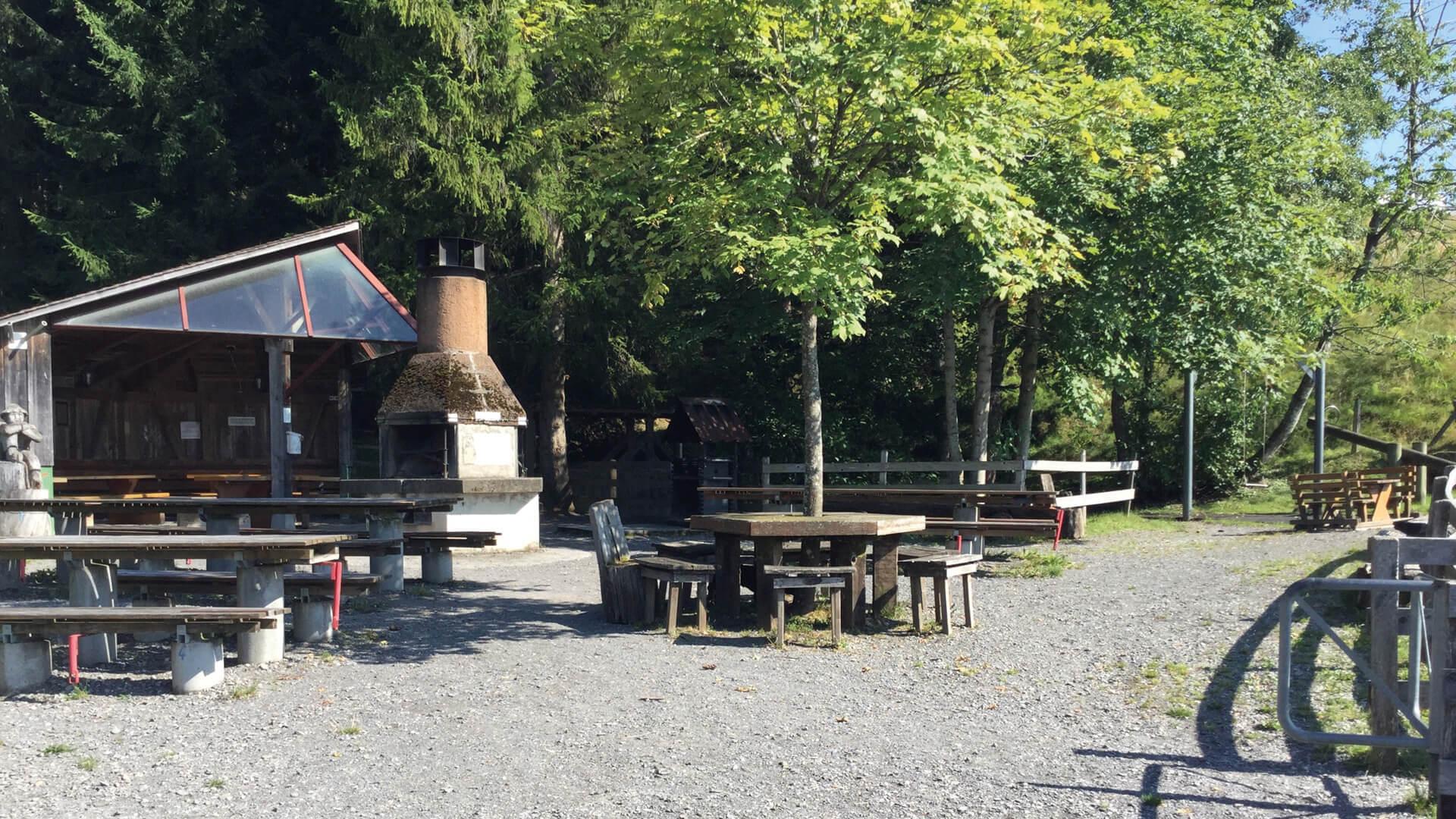 schwanden-grillplatz-stampf-sommer-uebersicht