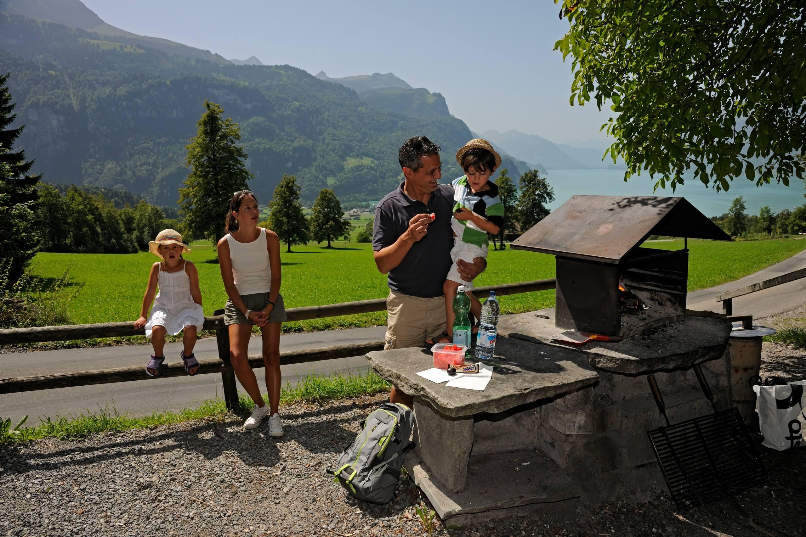 grillstelle-oberschwanden-sommer-braetelnd