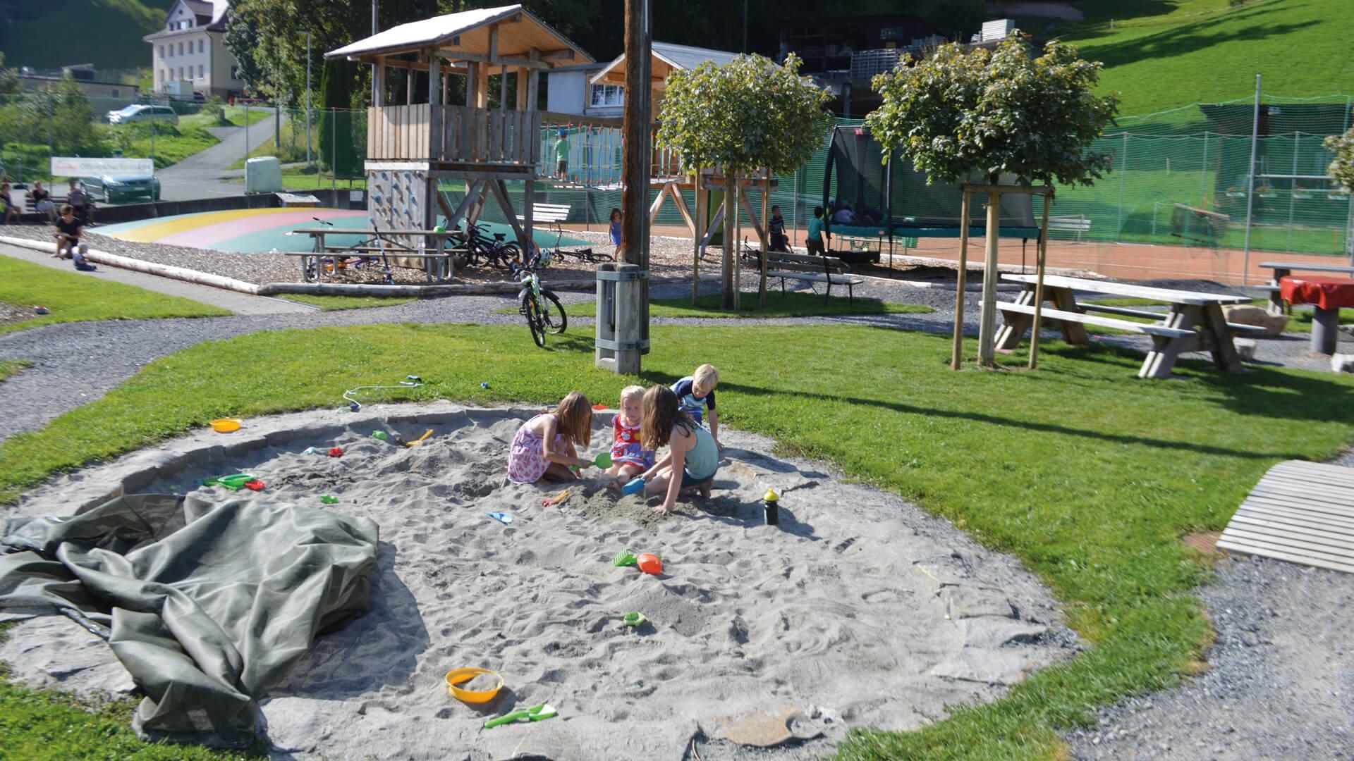 beatenberg-spielplatz-sandkasten
