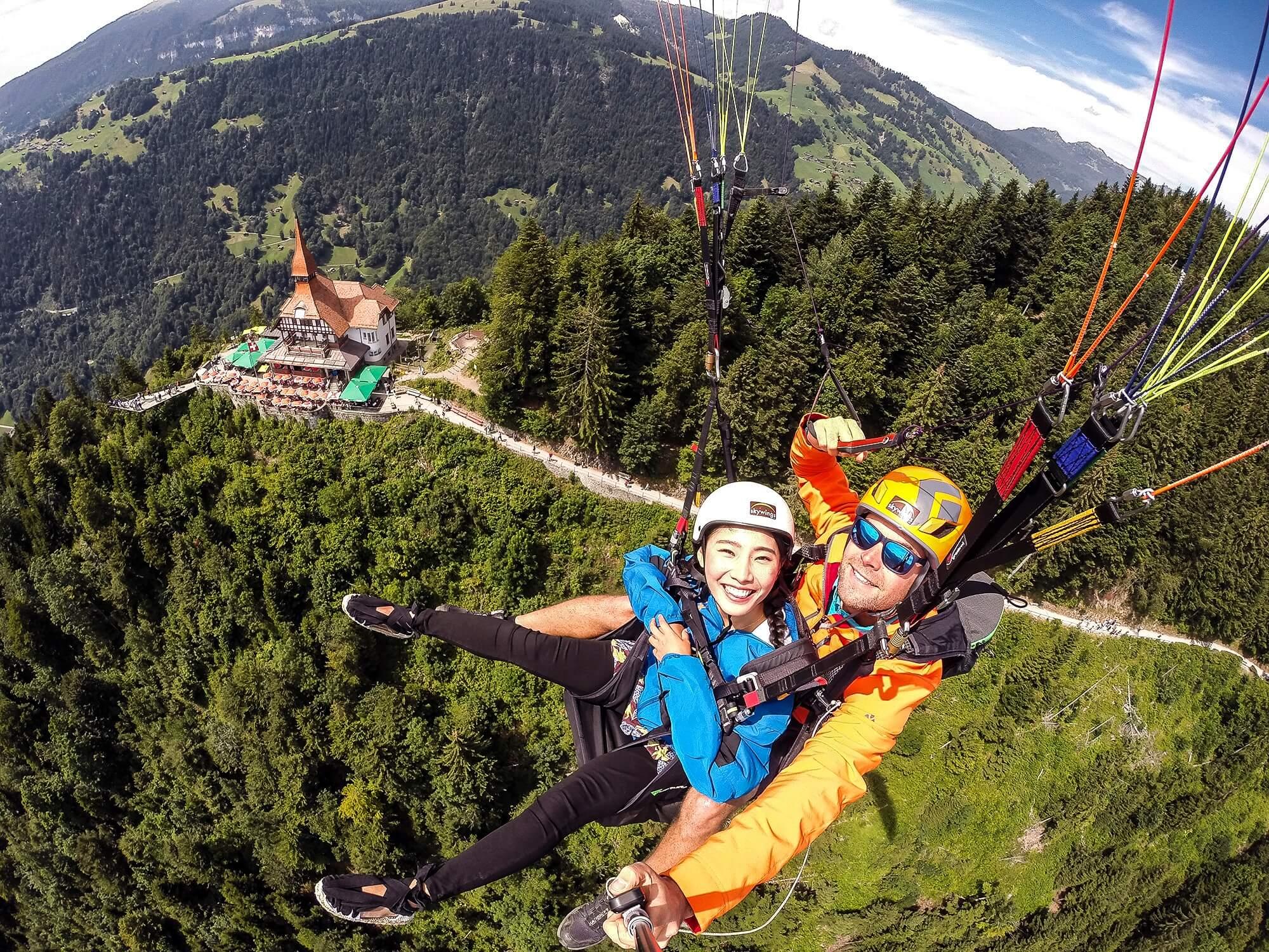 skywings-paragliding-interlaken-harder-kulm-flyby