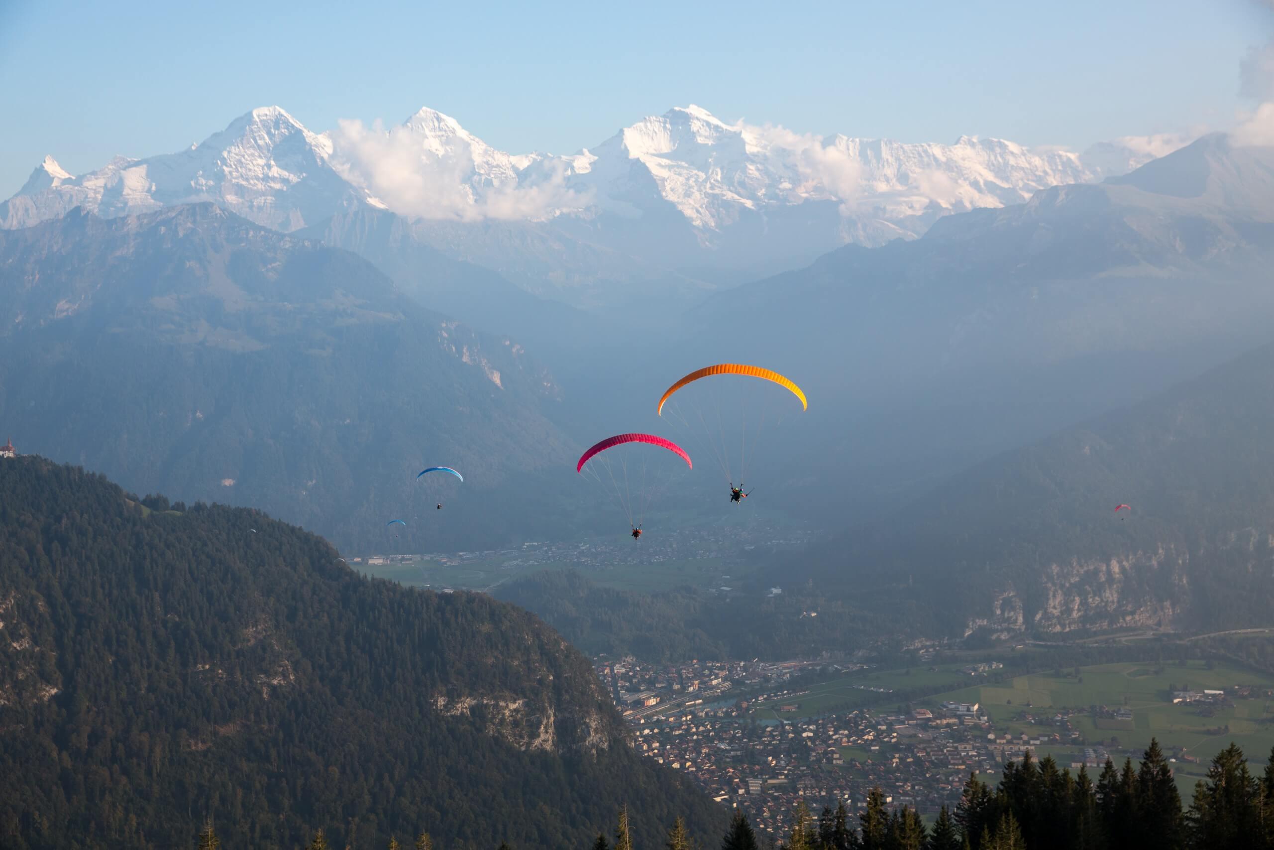 skywings-paragliding-interlaken-sommer-berge