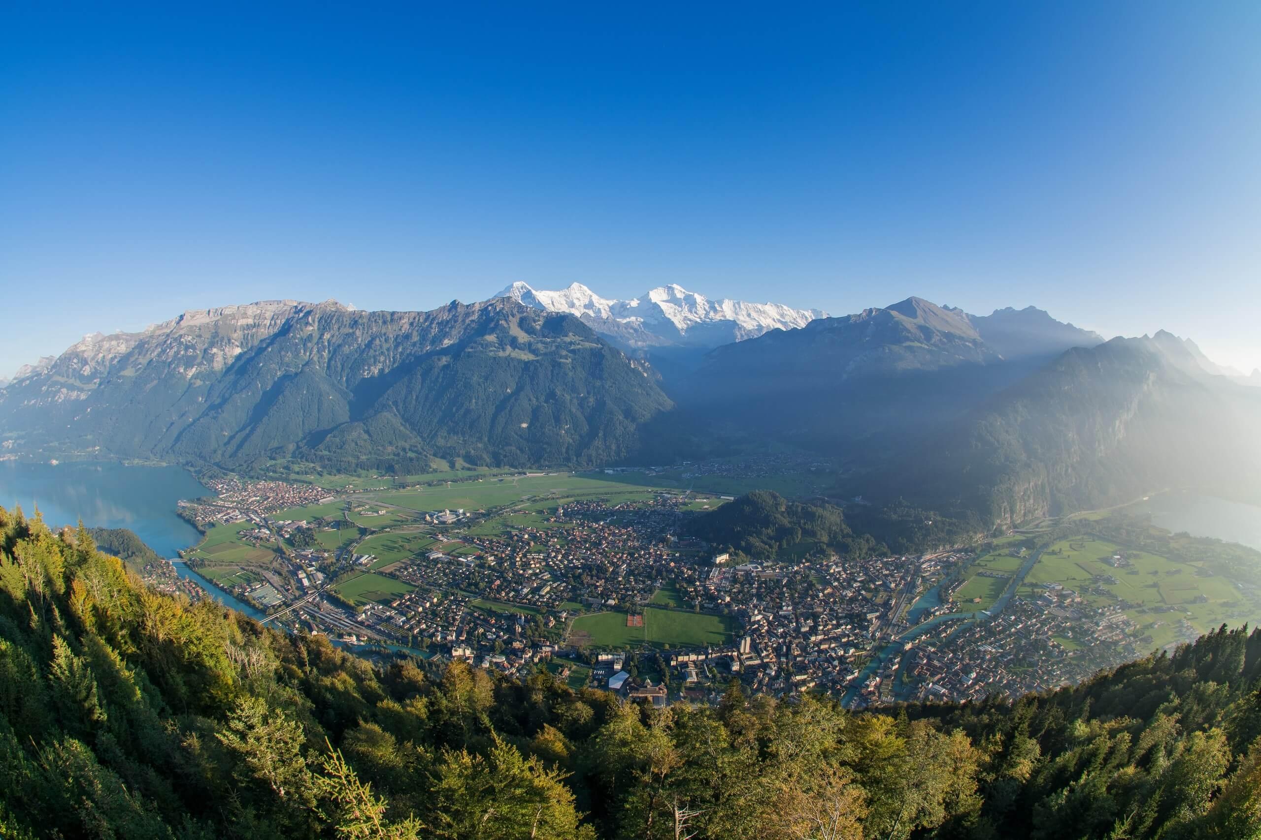 interlaken-sommer-panorama-boedeli