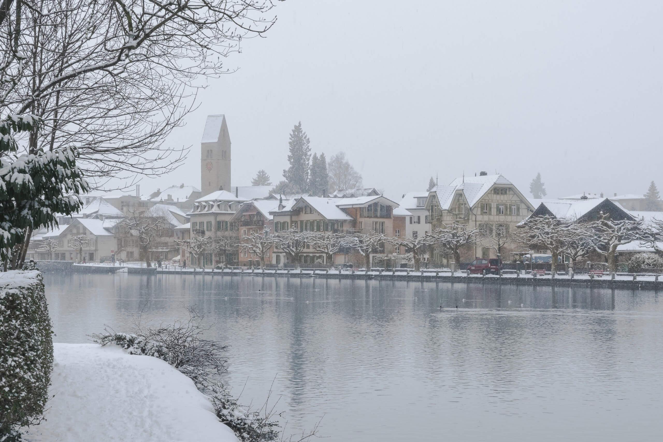 interlaken-unterseen-winter-aare-schnee-nebel-regenwettertipps