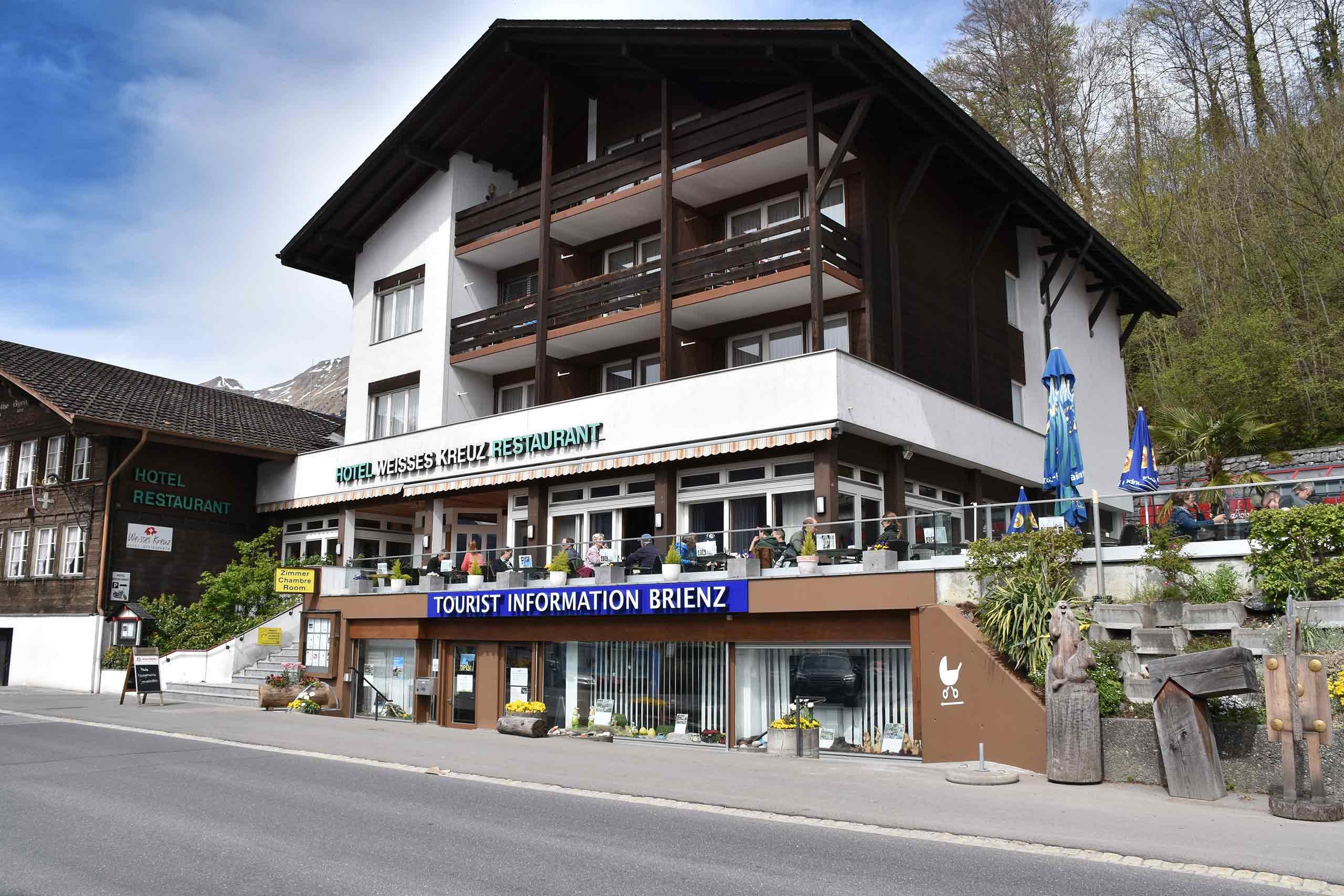 brienz-tourismus-buero-aussen-kreuz