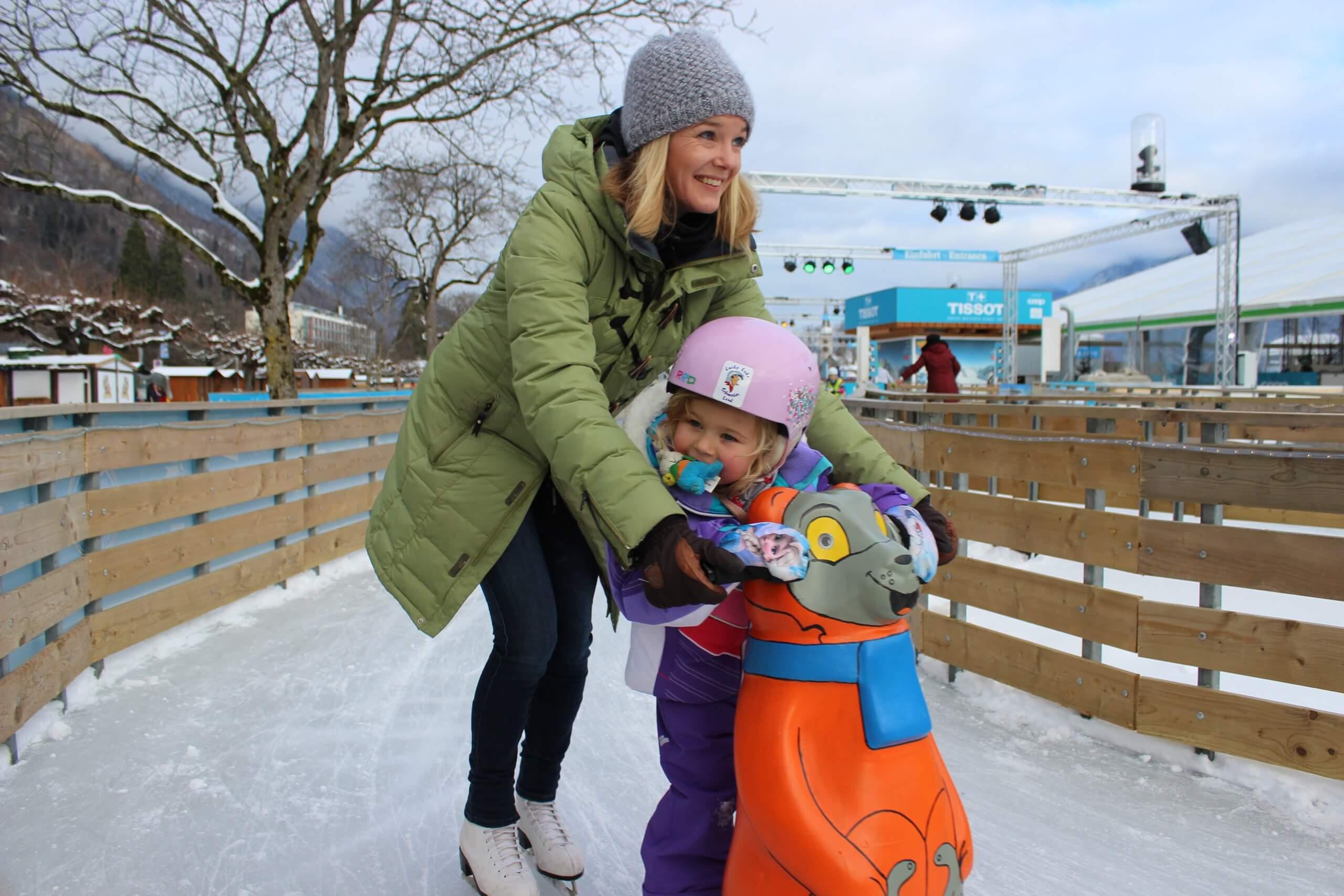 interlaken-top-of-europe-ice-magic-familie-schlittschuhlaufen-winter-eisweg-familienausfluege