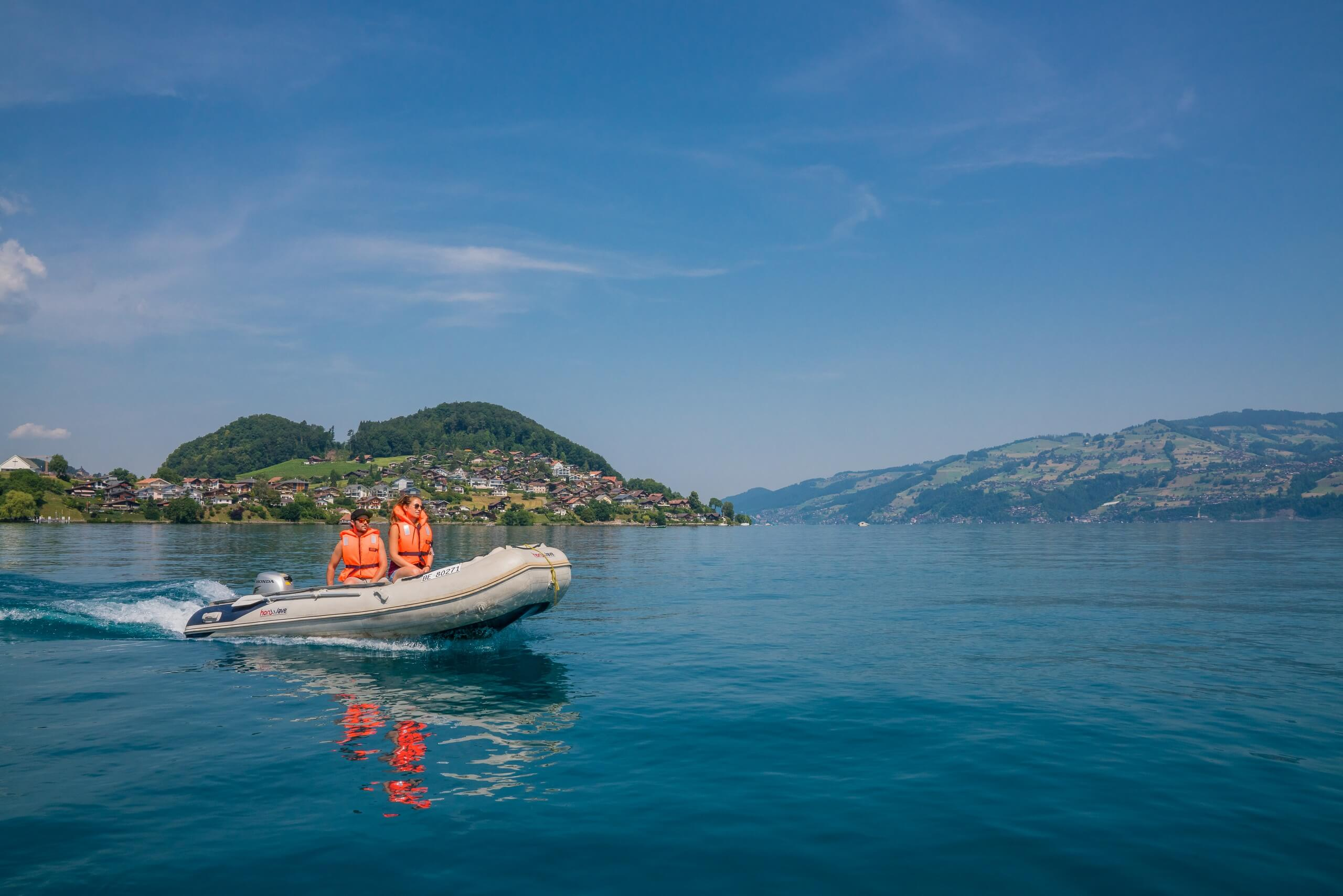 faulensee-motorboot-thunersee-sommer