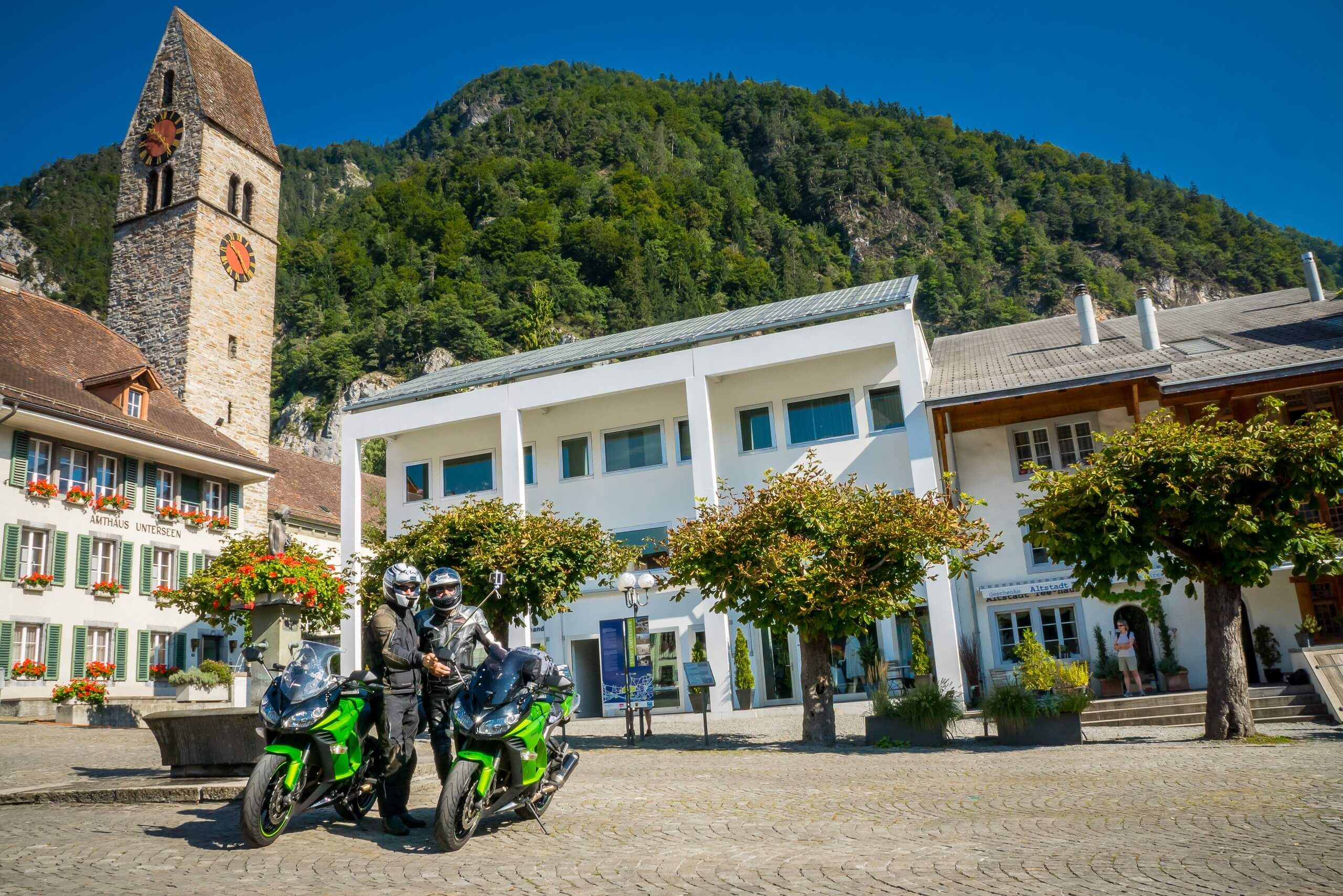 grand-tour-of-switzerland-thun-motorrad-fahren-sommer