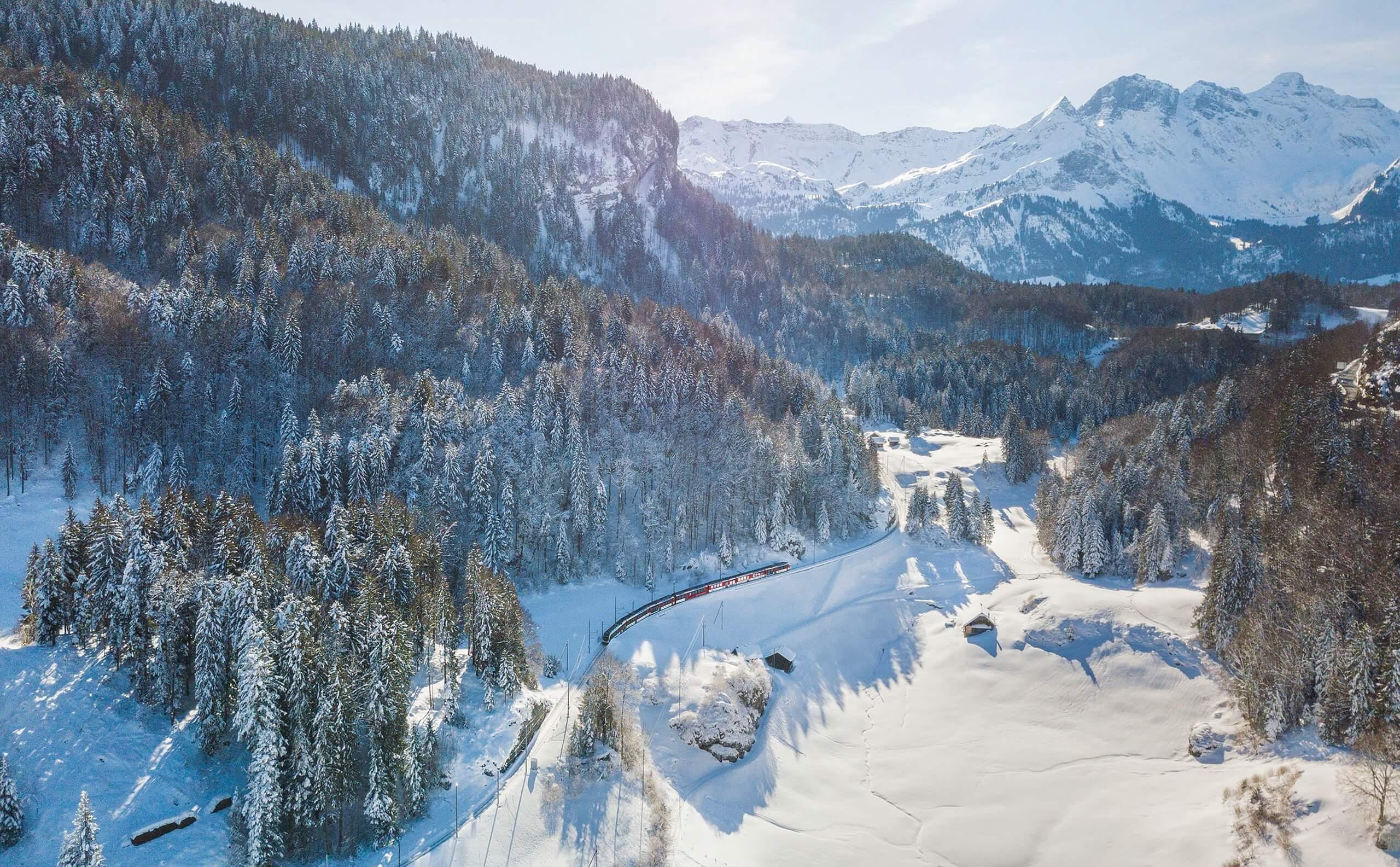 luzern-interlaken-express-winter-zentralbahn