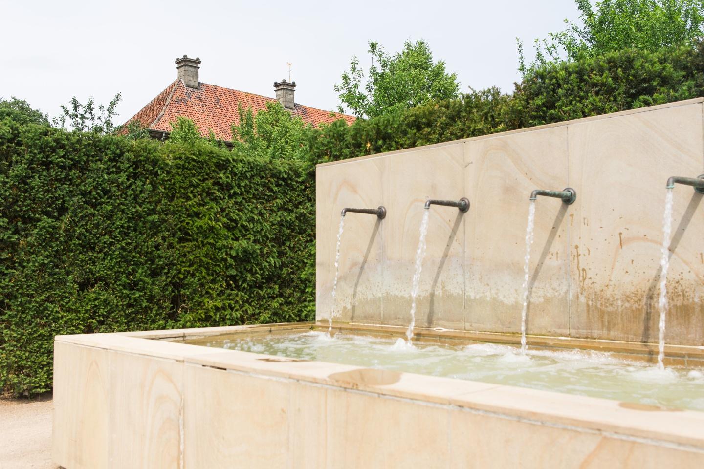 """Brunnen im """"Labyrinthgarten No.10"""" am Kloster Clarholz"""