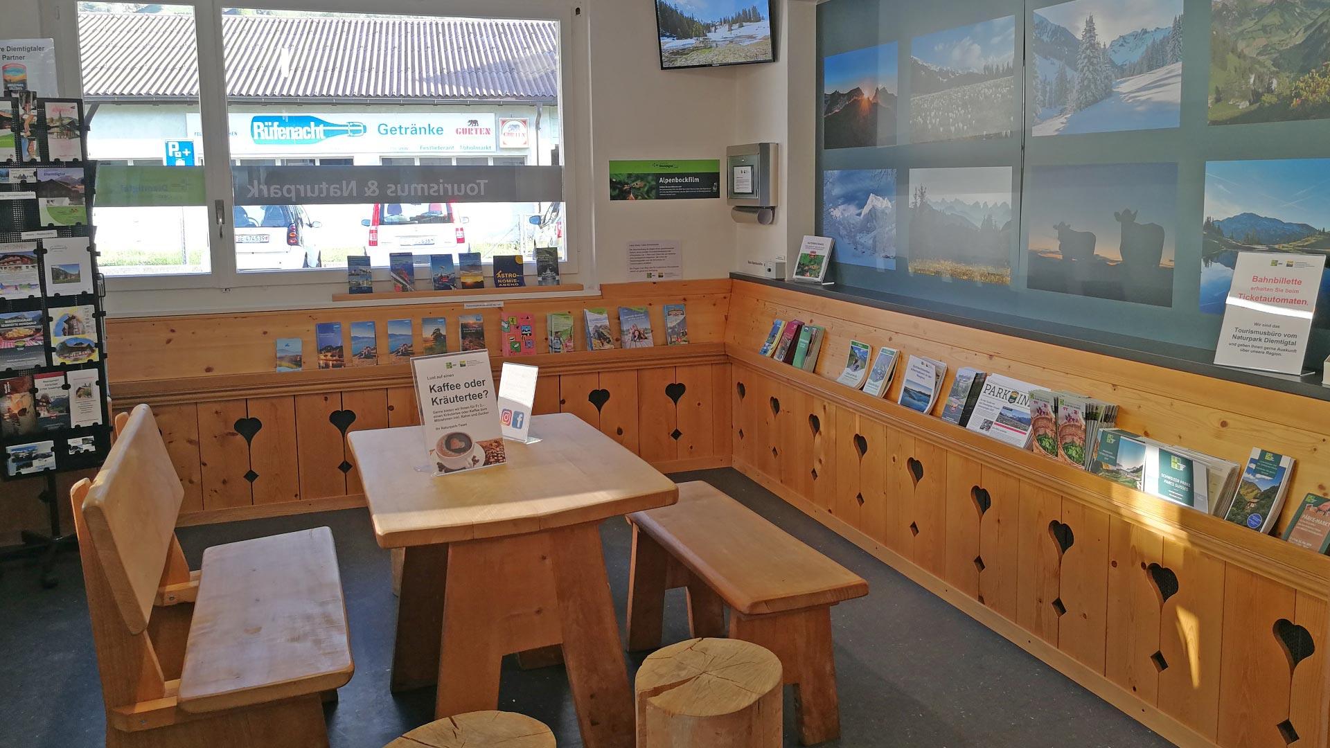 sitzgelegenheit-wartesaal-naturpark-diemtigtal