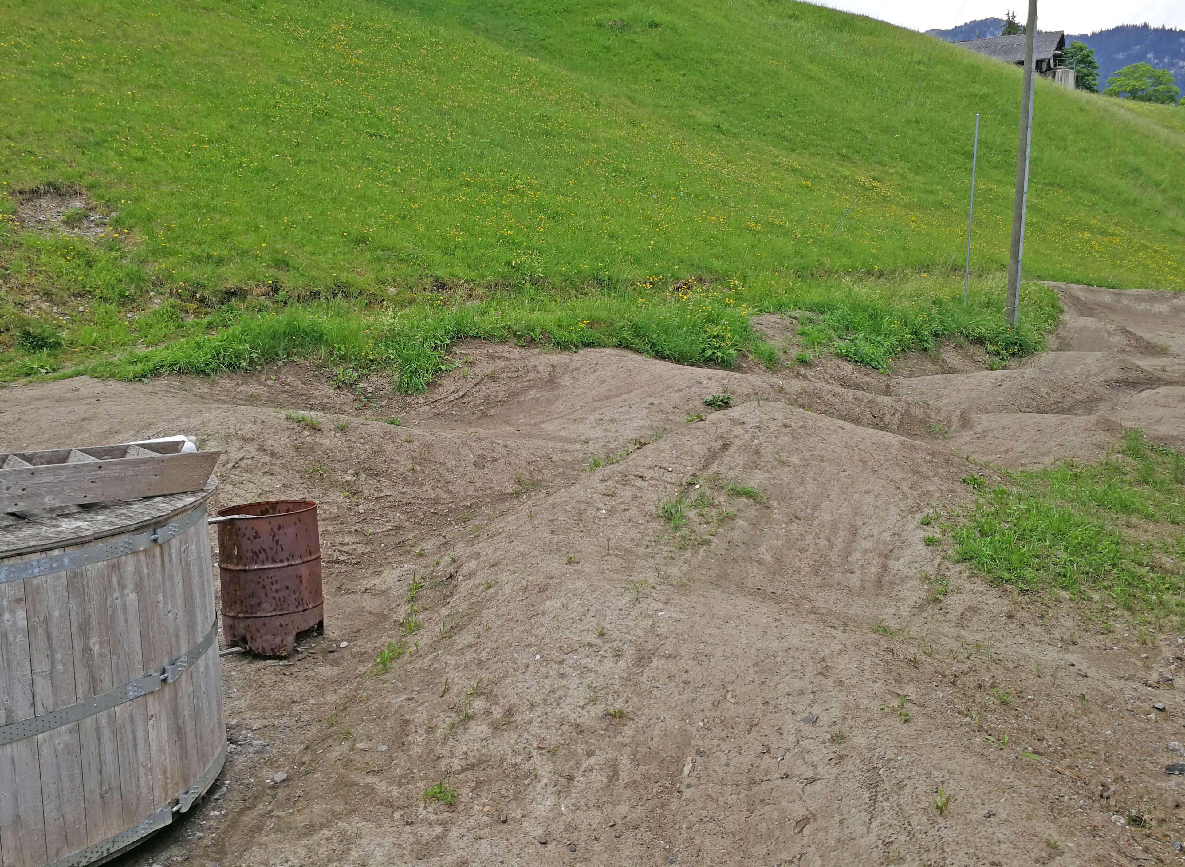 Teste dein Können auf dem Pumptrack bei der Talstation