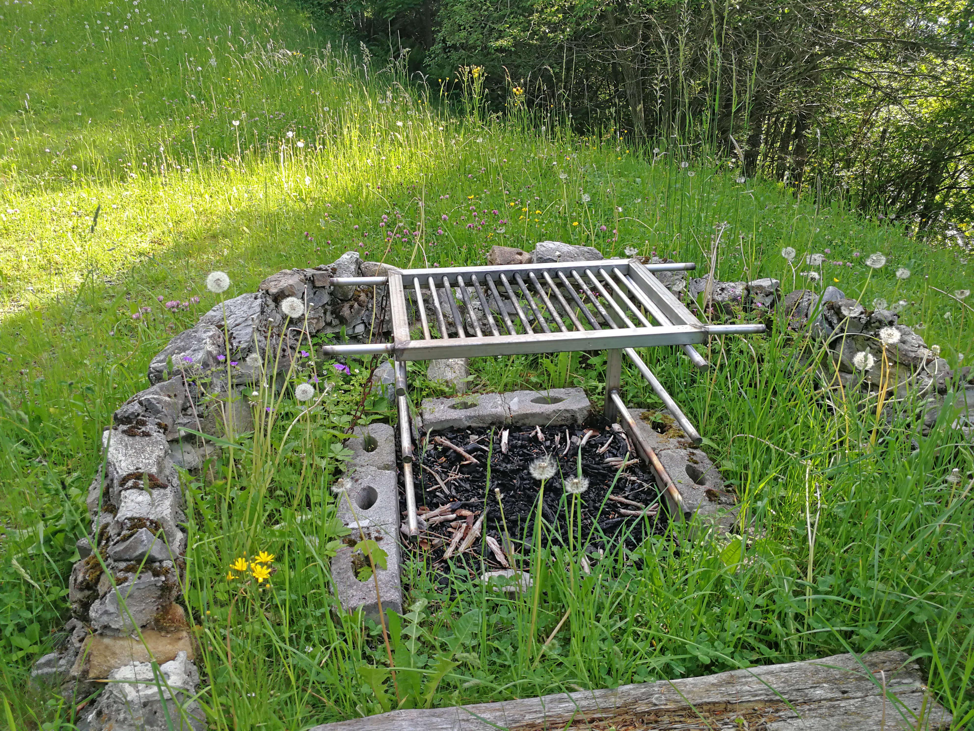 Feuerstelle zum Grillieren von feinem Grillgut