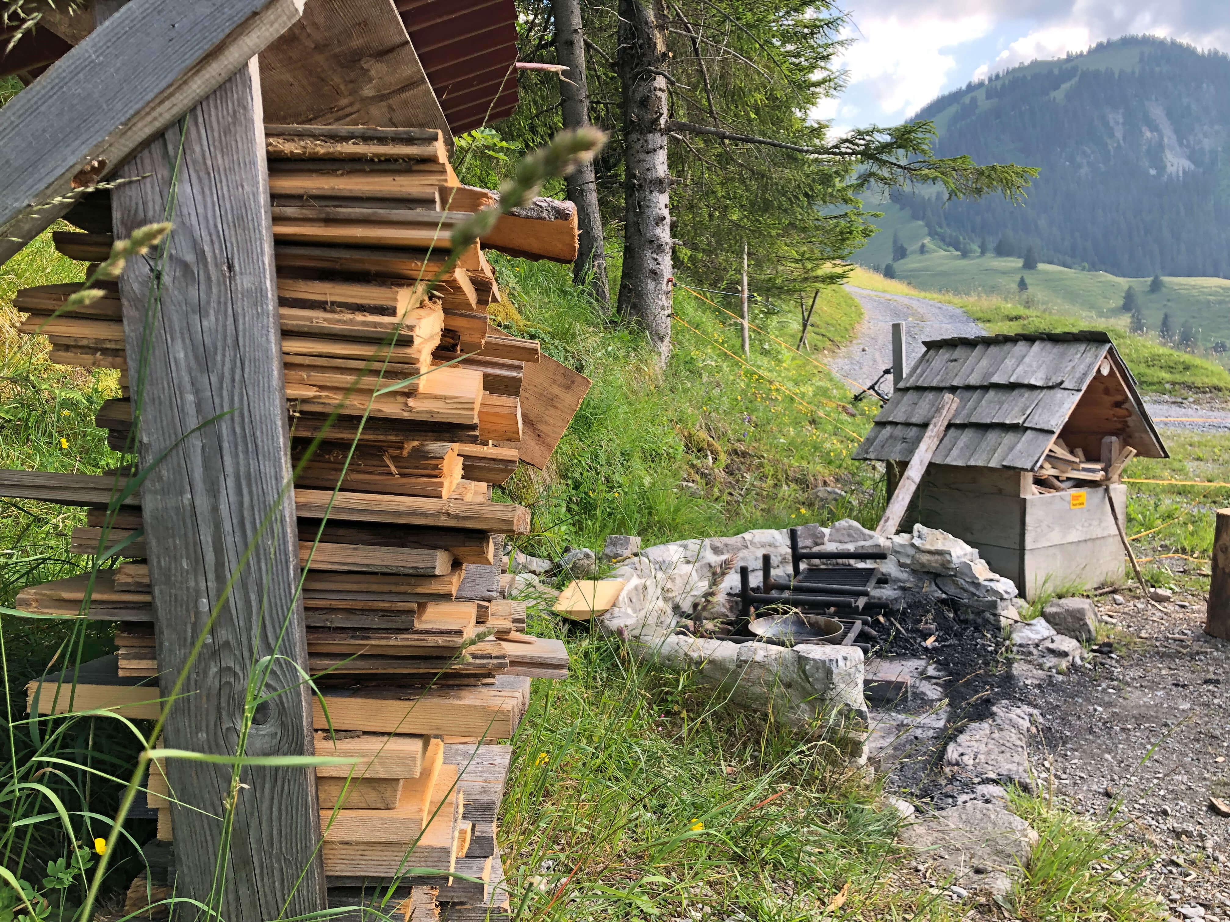 Genügend Feuerholz ist vorhanden